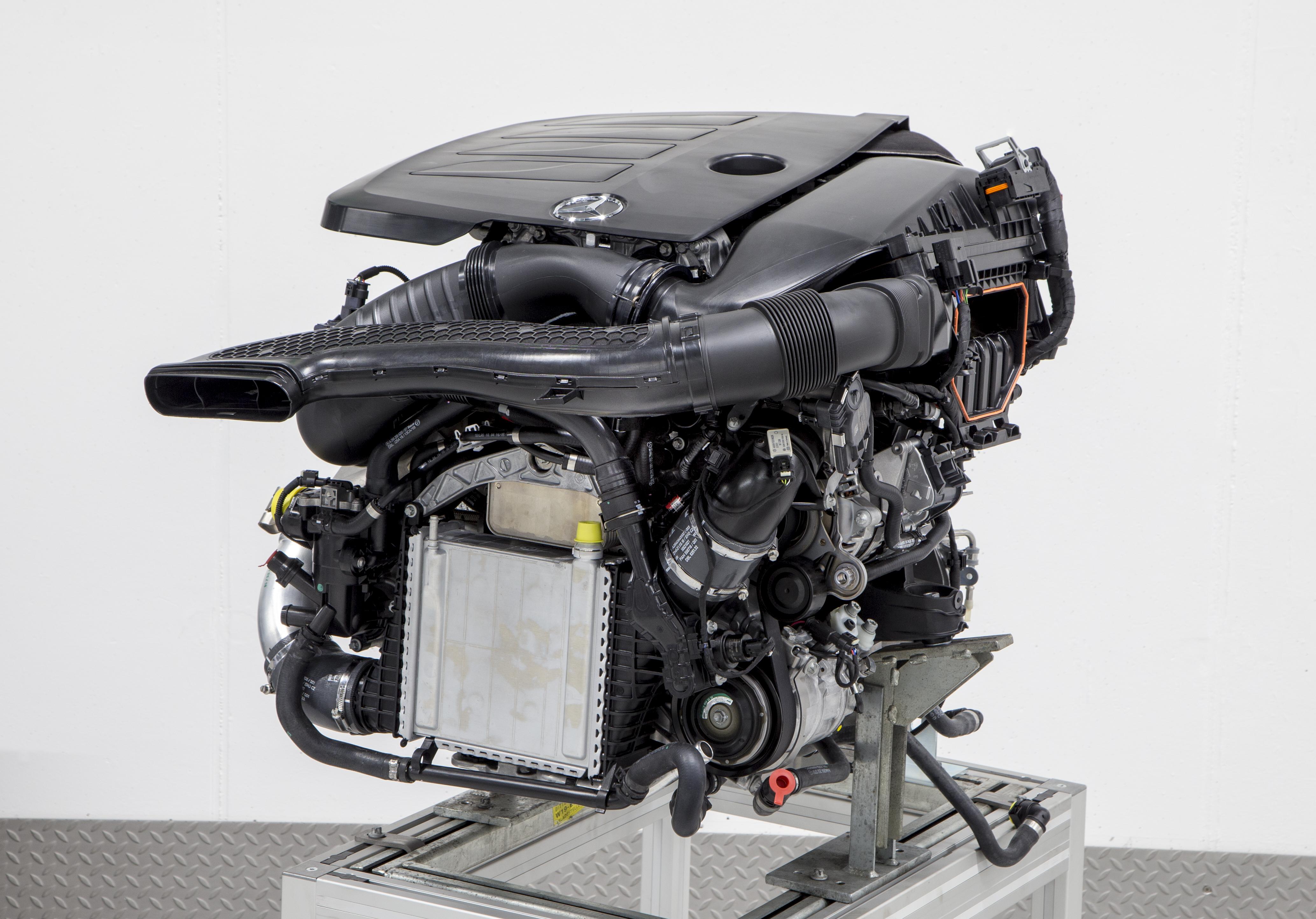 Special report mercedes benz tecday engines gtspirit for Mercedes benz engines