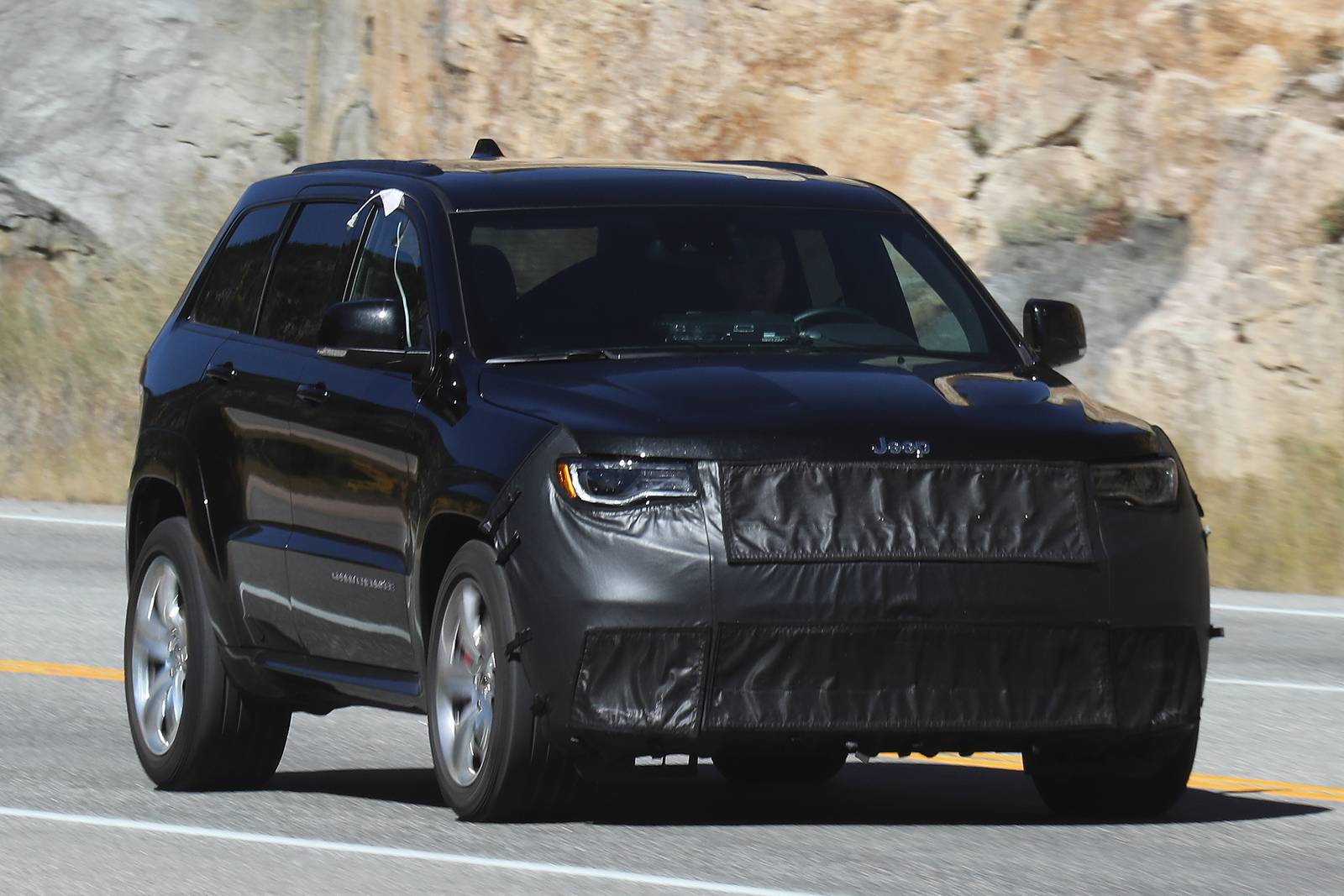 hellcat powered 2018 jeep grand cherokee srt trackhawk latest spy shots gtspirit. Black Bedroom Furniture Sets. Home Design Ideas