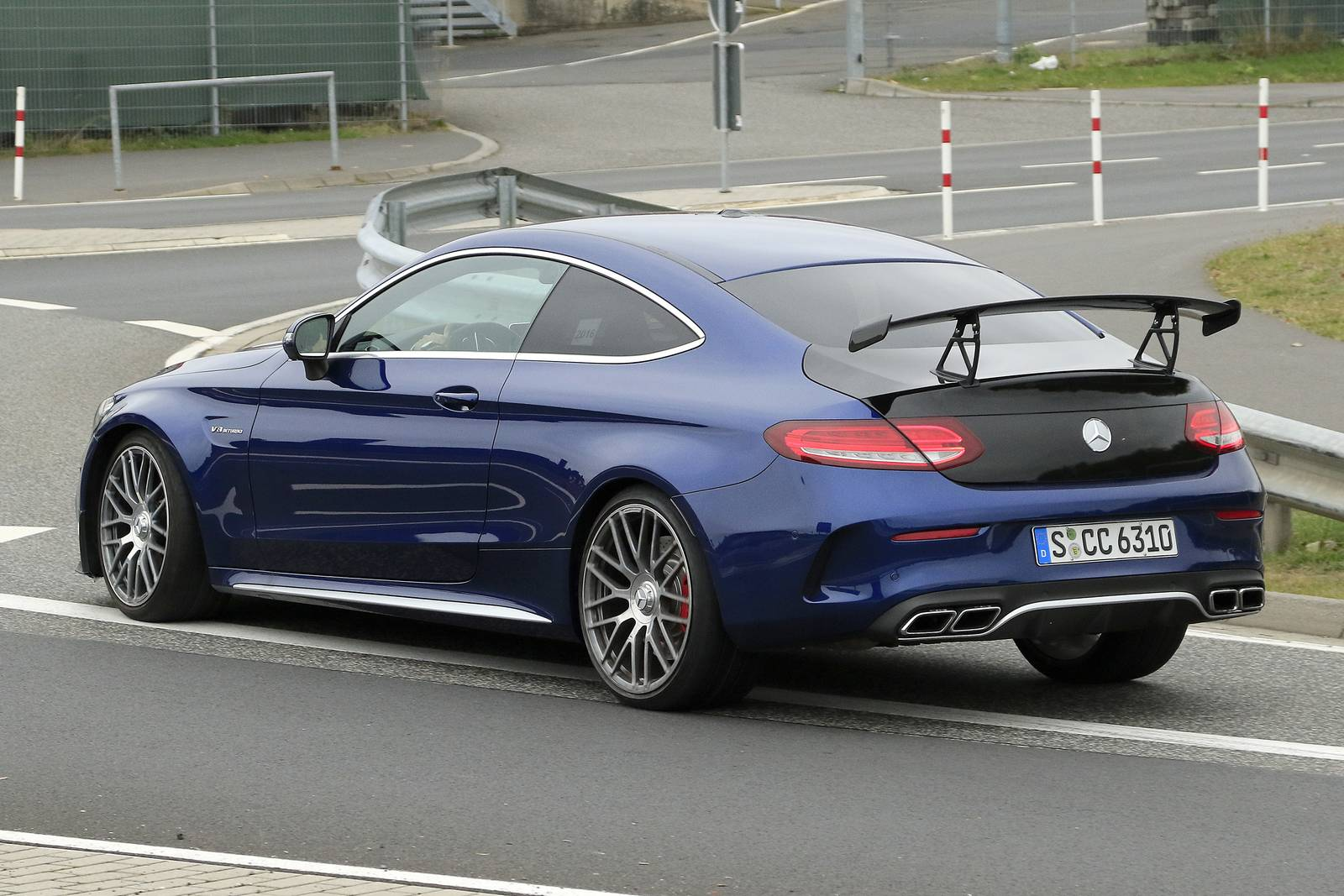 more hardcore mercedes amg c63 r coupe the spy shots gtspirit. Black Bedroom Furniture Sets. Home Design Ideas