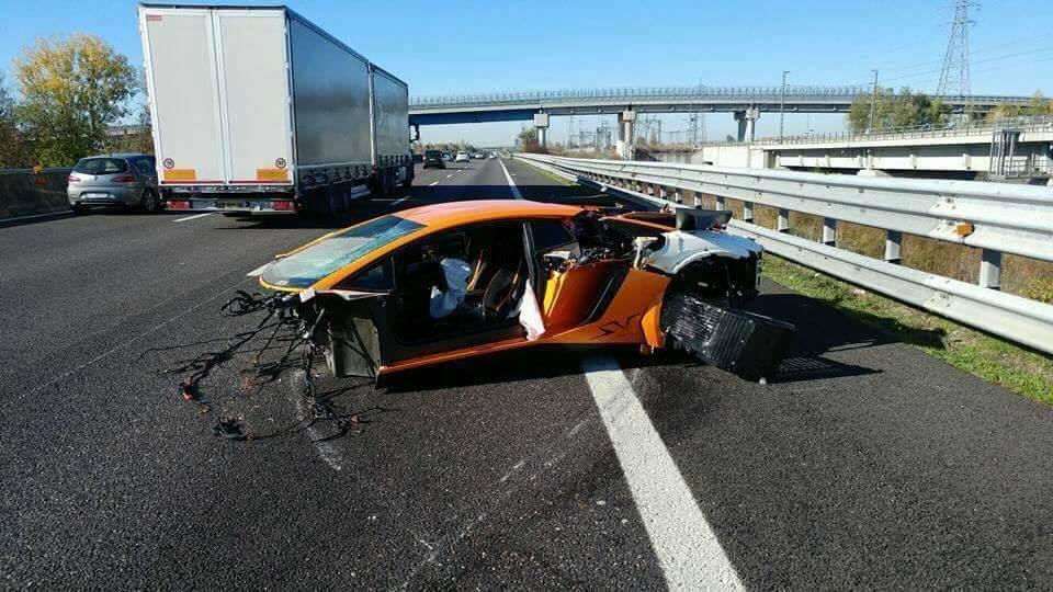 Lamborghini Aventador Sv Torn Apart In High Speed Crash In Italy Gtspirit