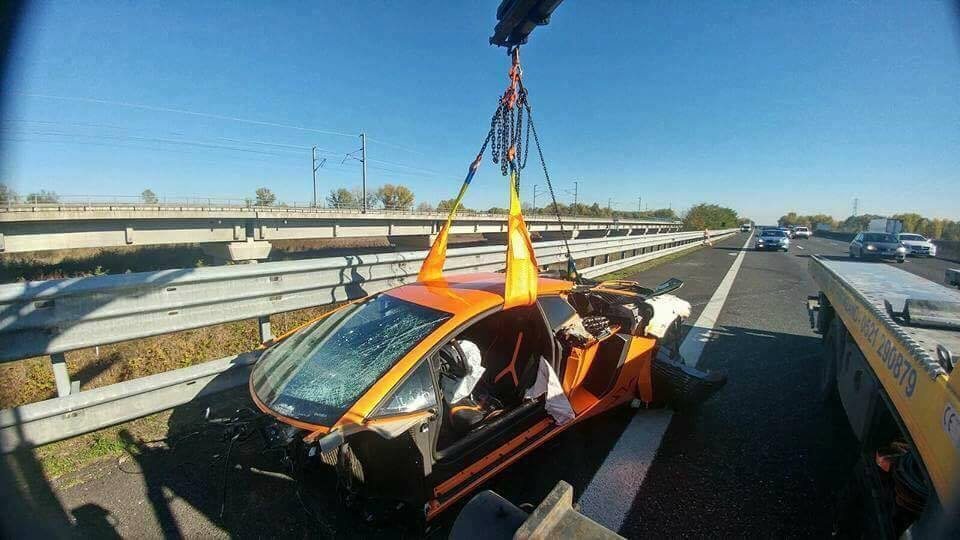 Lamborghini-Aventador-SV-crash-3.jpg