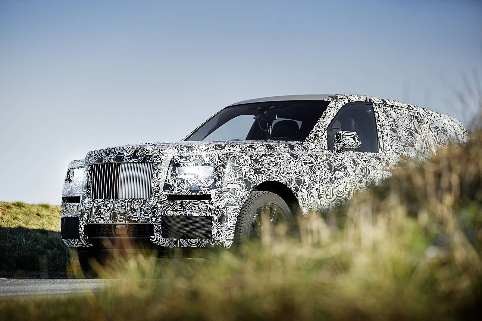 2019 Rolls-Royce Cullinan SUV Gears up for Arctic and Middle East Testing