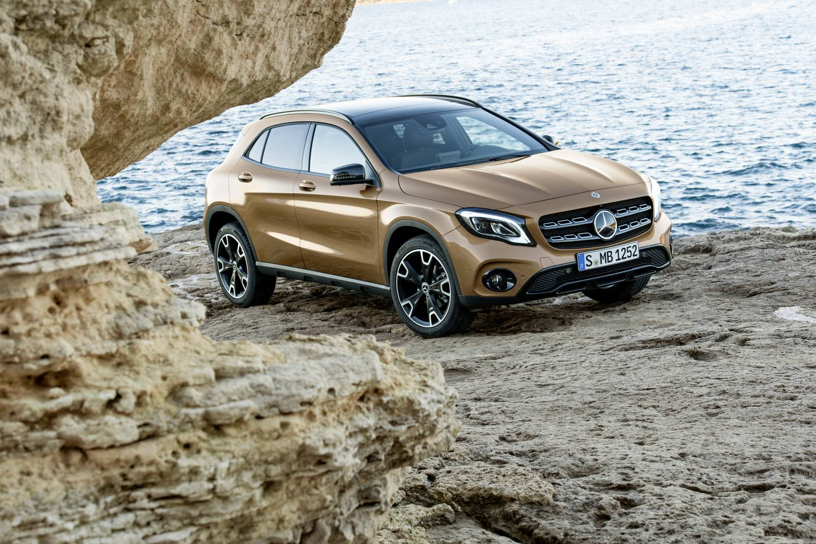 official 2018 mercedes benz gla facelift gtspirit