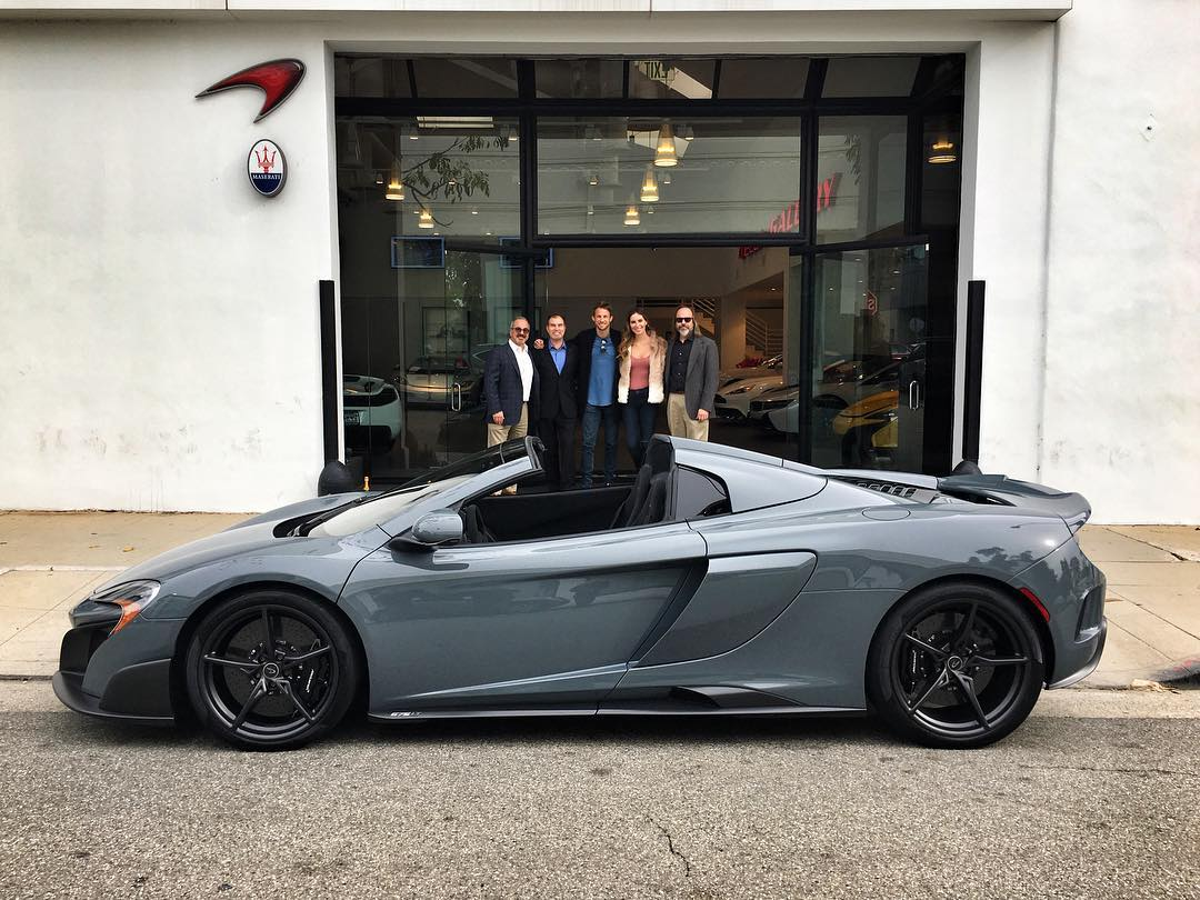 Mclaren Beverly Hills >> Jenson Button Collects New Mclaren 675lt Spider In Beverly