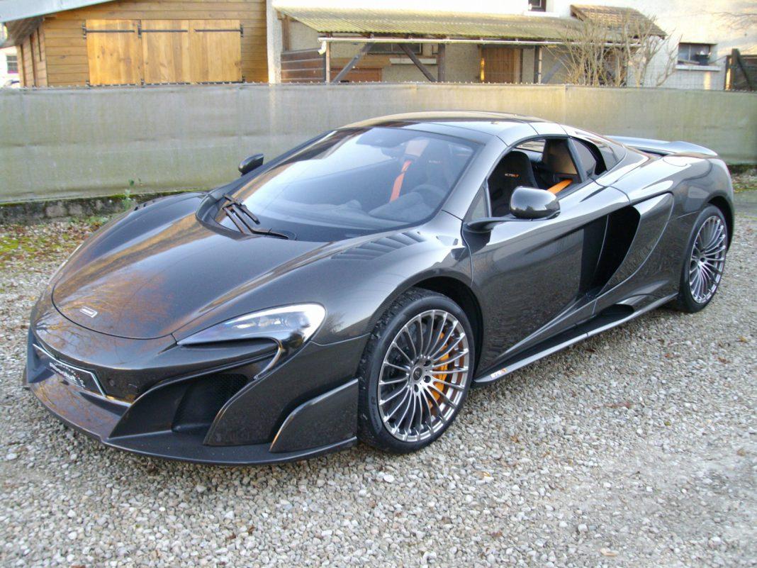 1 of 25 mclaren 675 lt spider carbon series for sale at 750 000 gtspirit. Black Bedroom Furniture Sets. Home Design Ideas