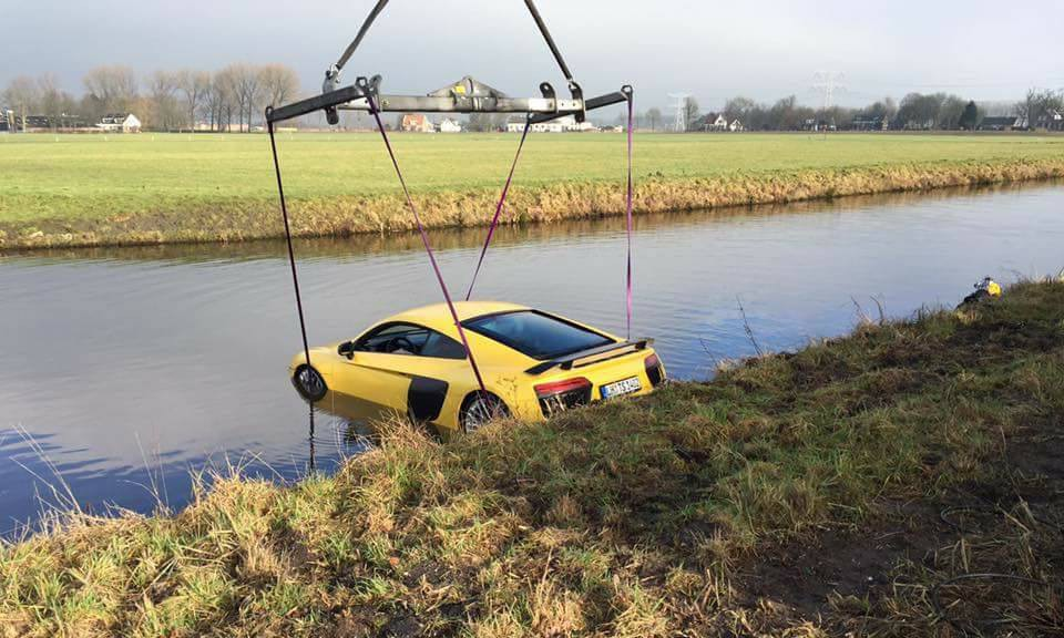 In Photos: Audi R8 V10 Plus Dives into a River in Holland
