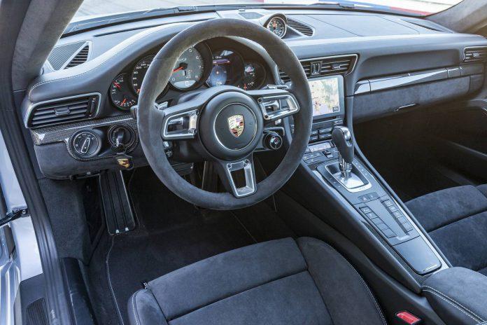 Porsche 911 Carrera 4 GTS Cabriolet (13)
