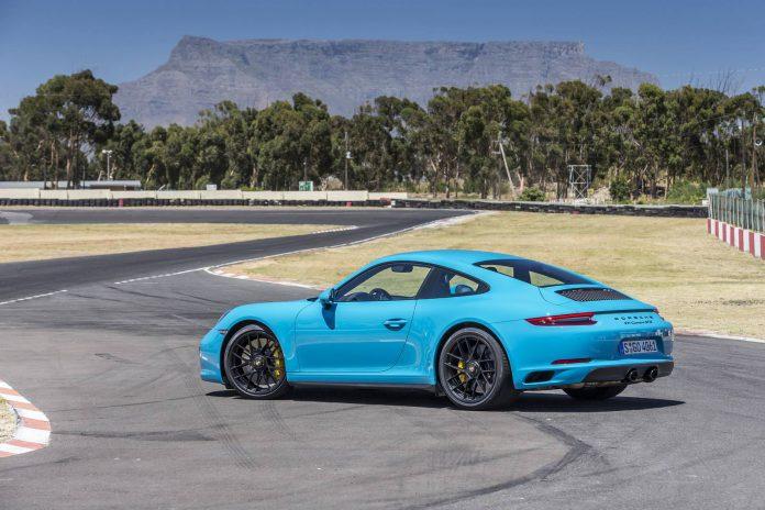 Porsche 911 Carrera 4 GTS Cabriolet (8)