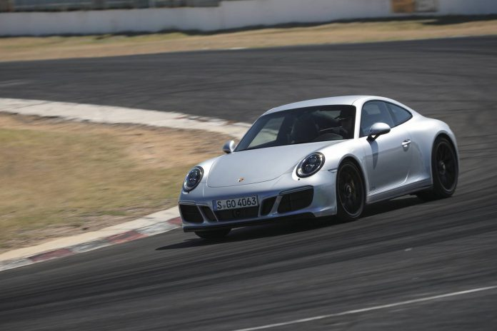 Porsche 911 Carrera 4 GTS Coupe (5)