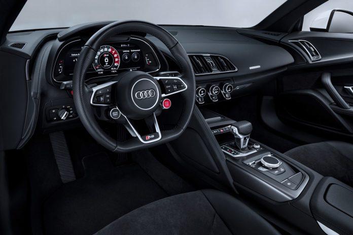 Audi R8 V10 RWS Interior