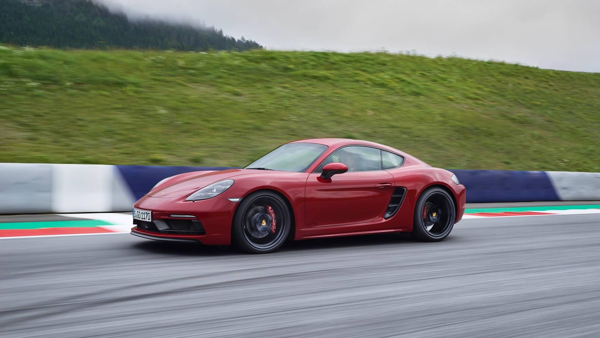 Lightweight Porsche Cayman T Set For Production