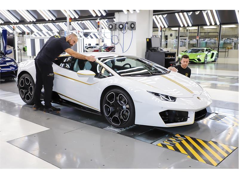 Pope S White Lamborghini Huracan Rwd Back On The Market Gtspirit