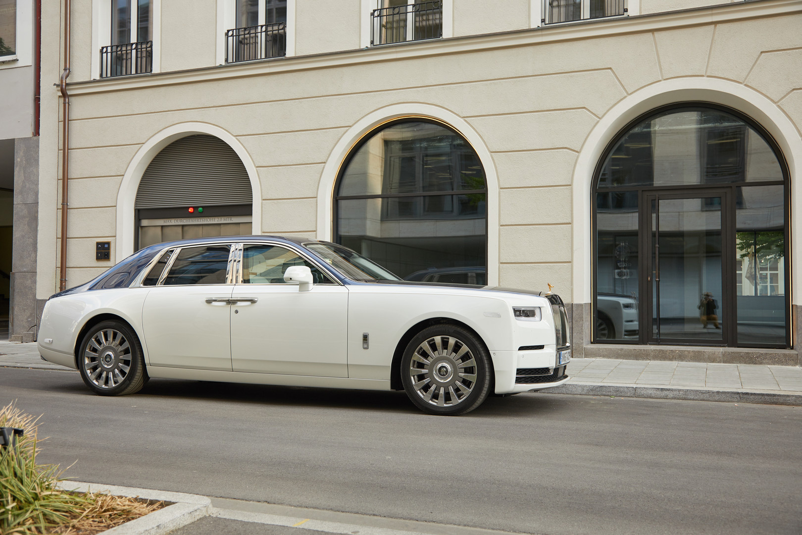 Rolls Royce Phantom Viii Review Gtspirit