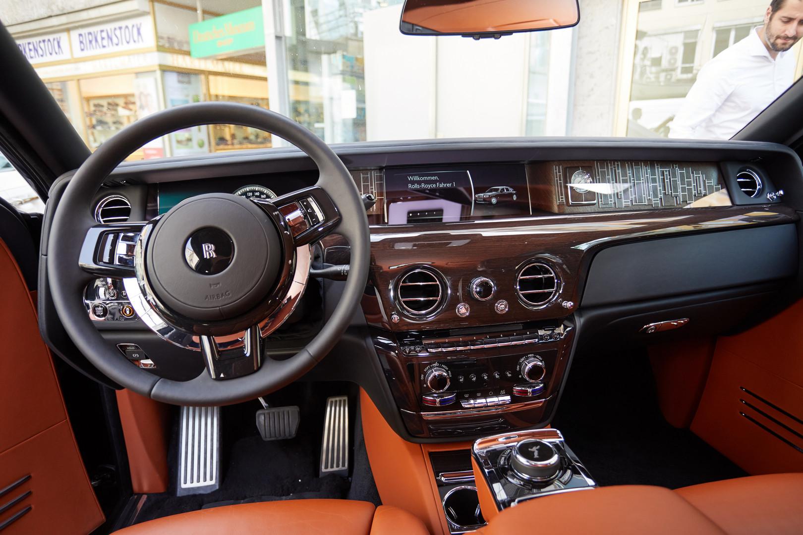 Rolls-Royce Phantom VIII Interior