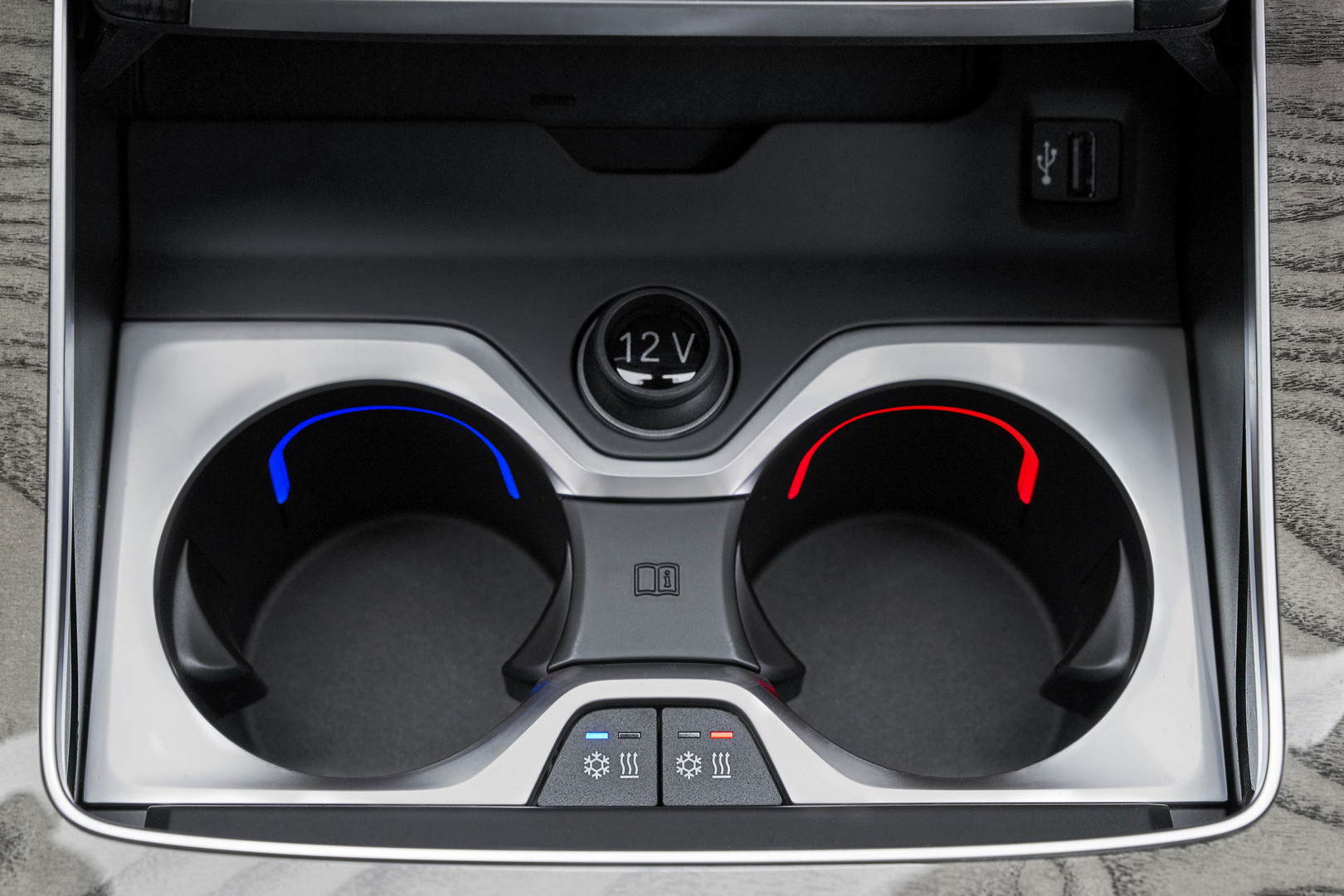 2019 BMW X7 Heated and Cooling Cup Holders