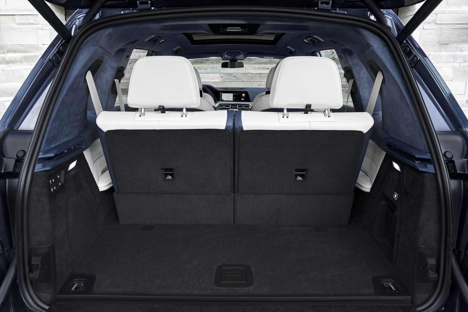 2019 BMW X7 Trunk Space