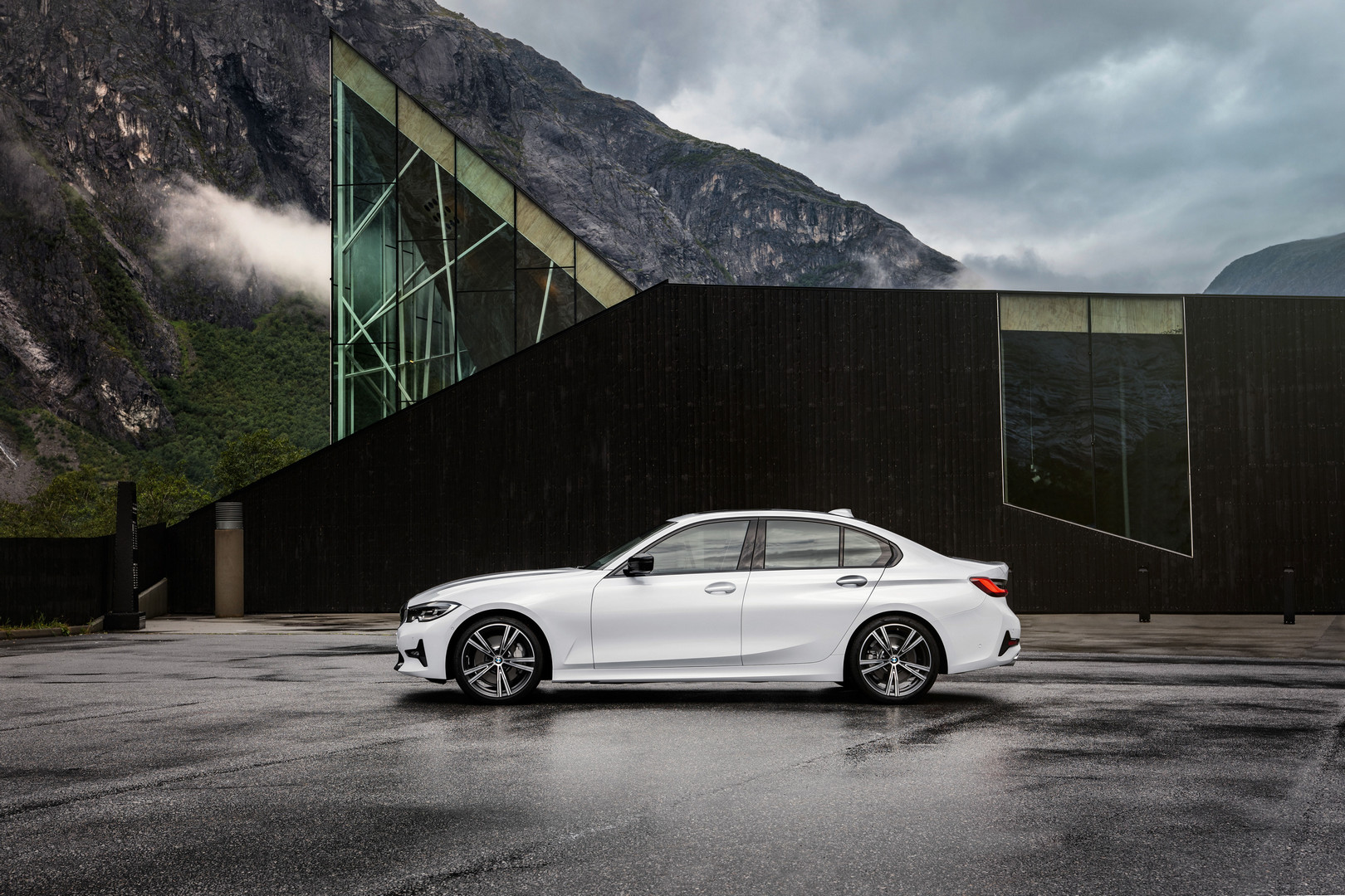 2019 BMW 3 Series G20 Side View