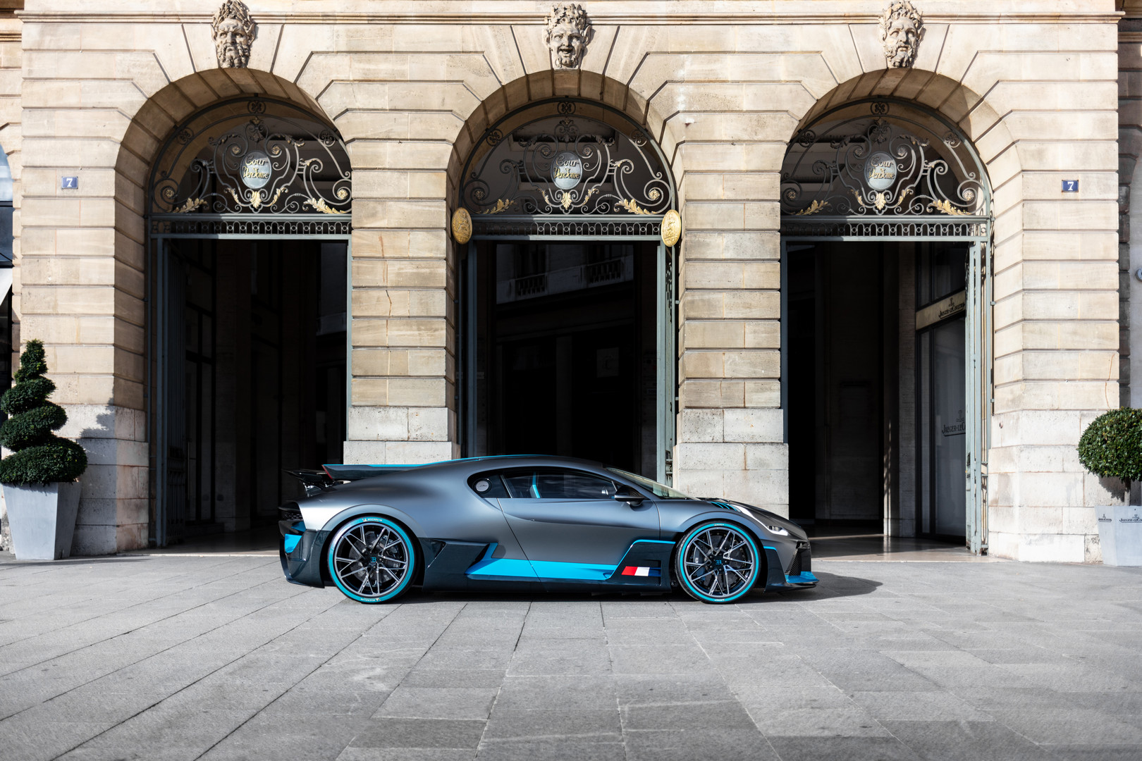 Bugatti Divo Side View
