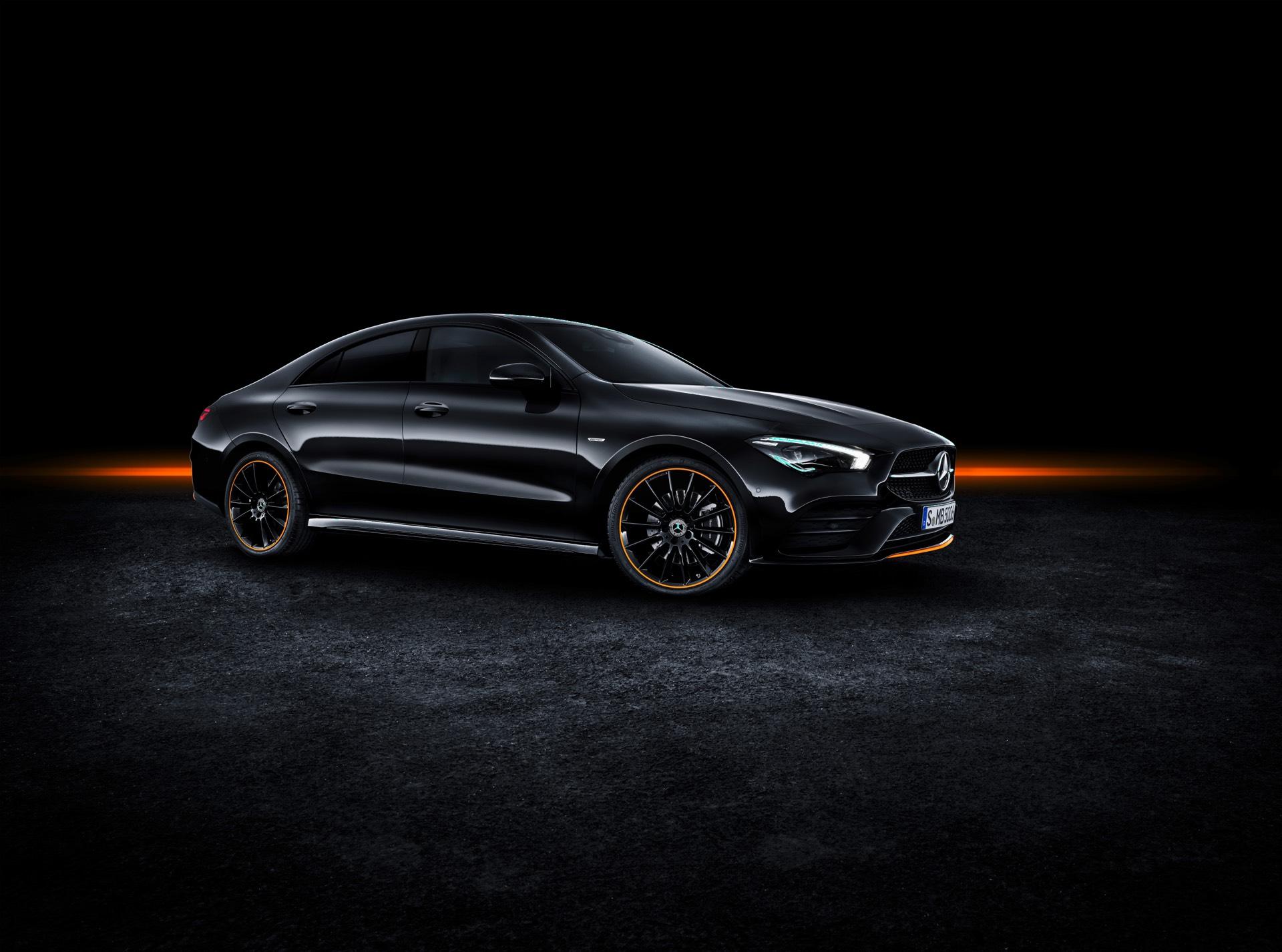 2019 Mercedes-Benz CLA Class Front Right Quarter