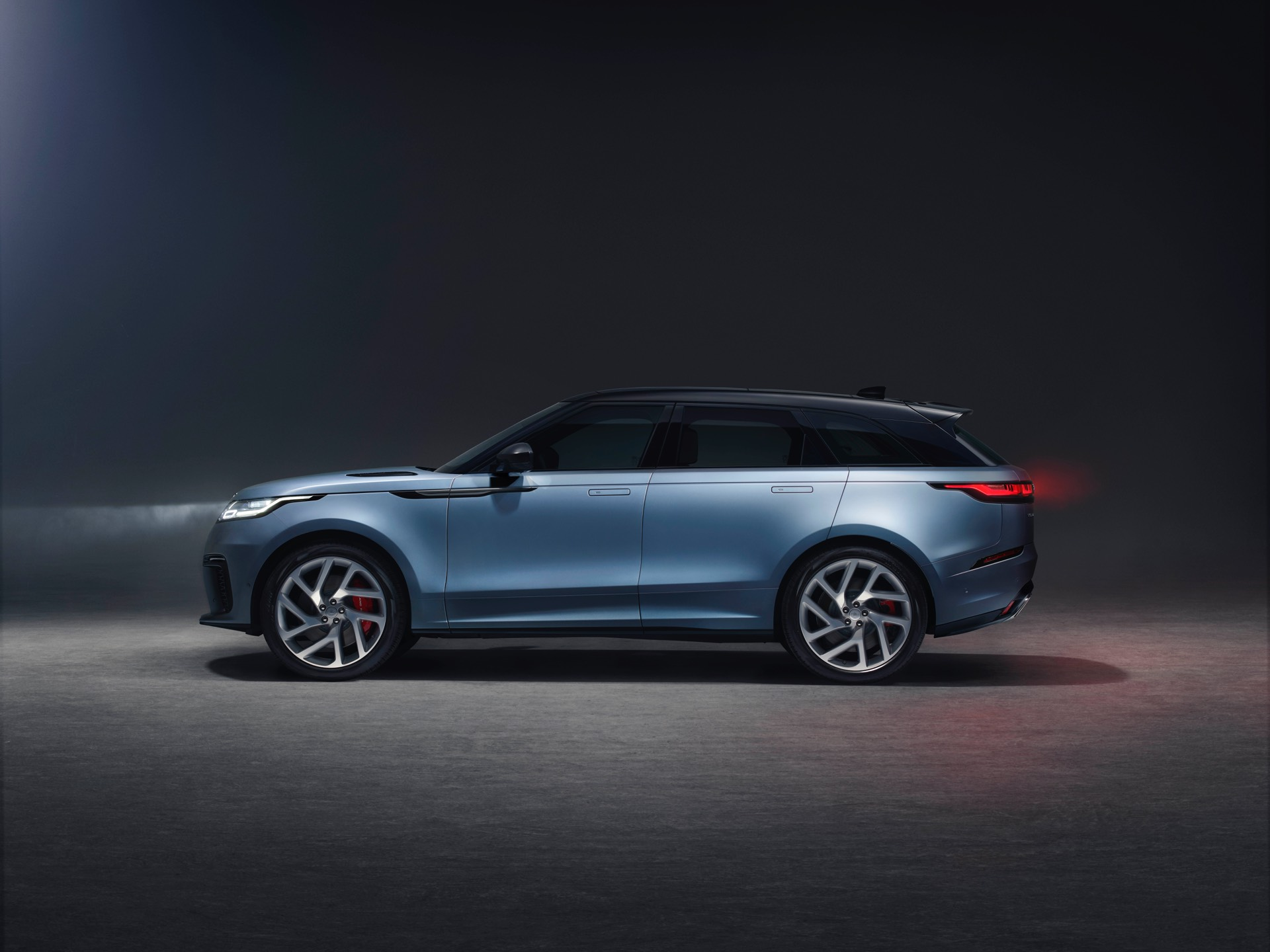 Range Rover Velar SVAutobiography Dynamic Edition Rear Side