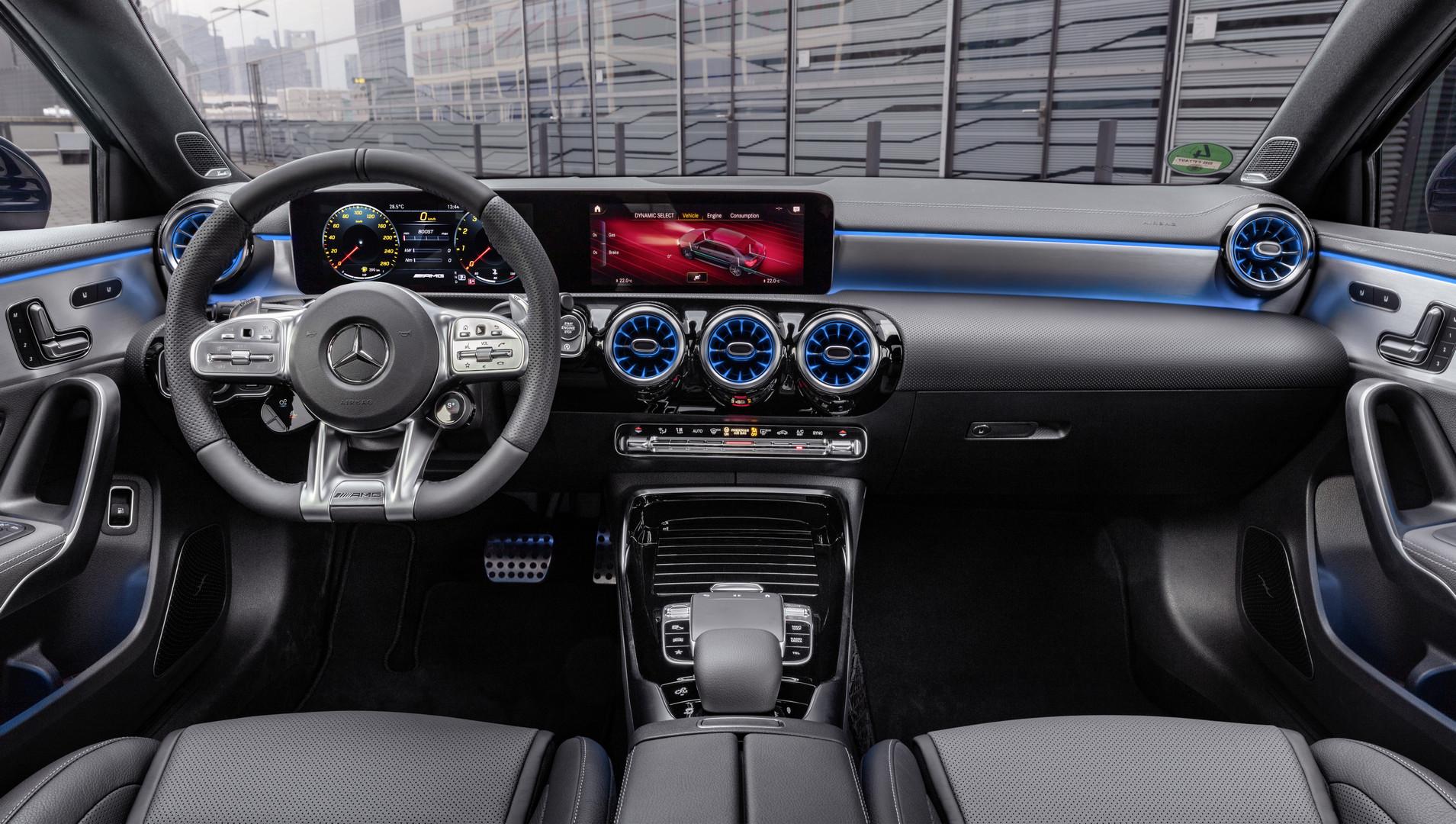 Mercedes-AMG A 35 4MATIC Limousine // Mercedes-AMG A 35 4MATIC
