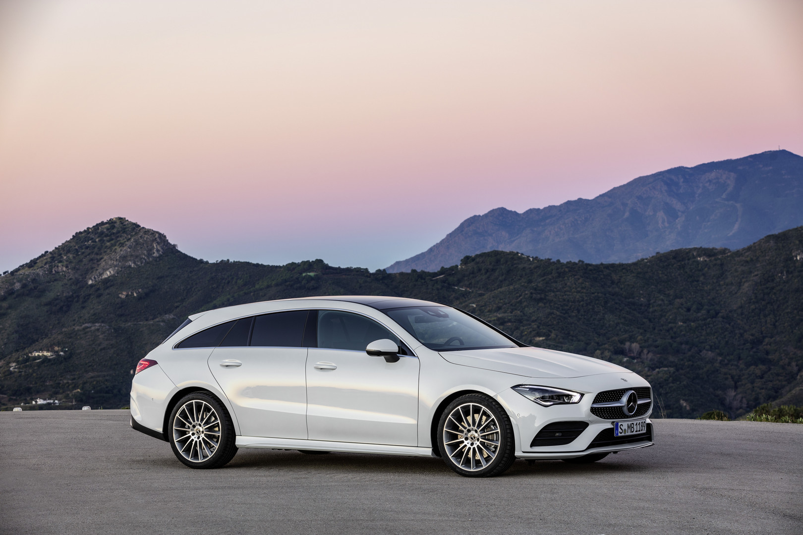 2nd generation mercedes benz cla shooting brake revealed. Black Bedroom Furniture Sets. Home Design Ideas