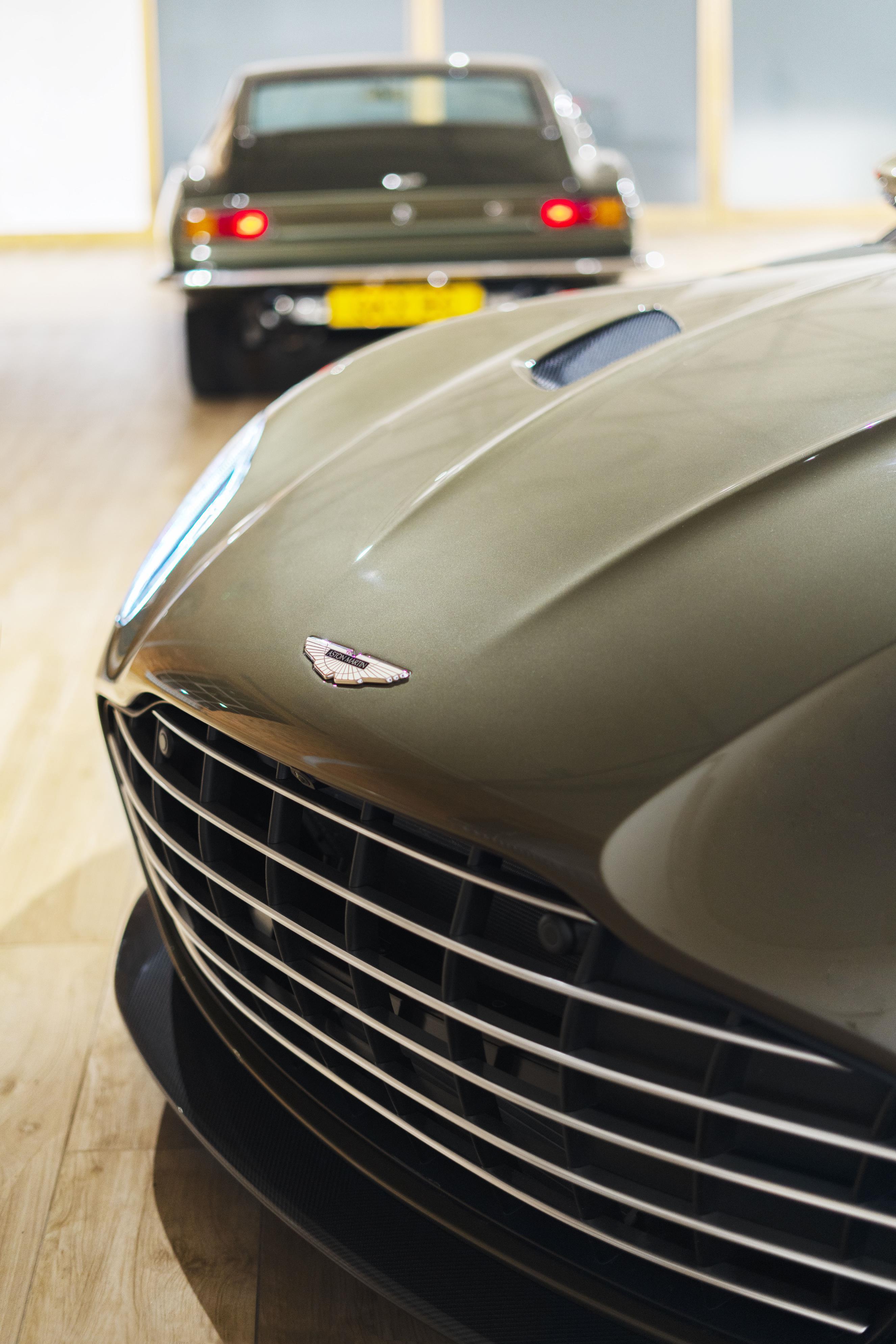 Aston Martin DBS Superleggera Bonnet
