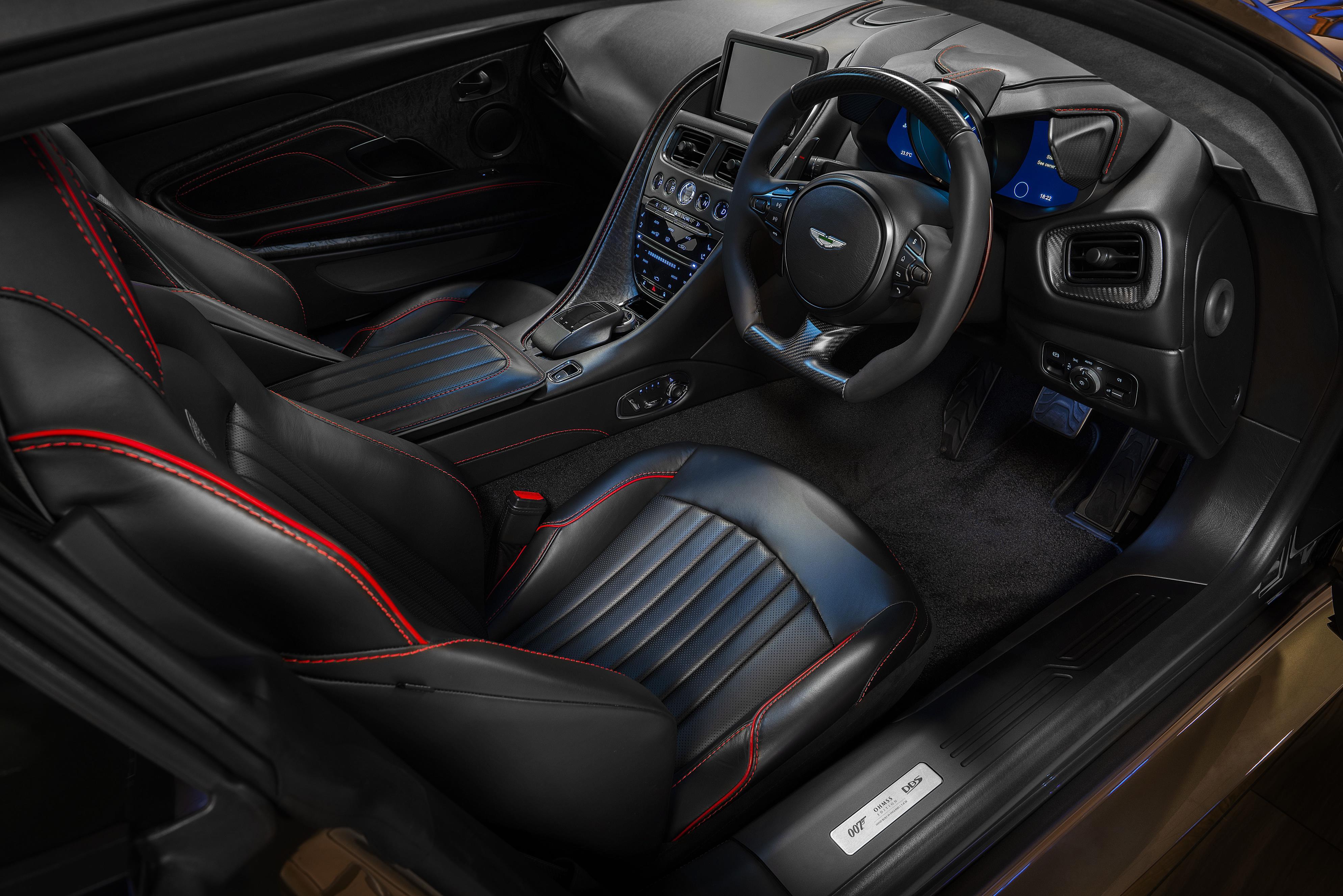 Aston Martin DBS Superleggera Cockpit
