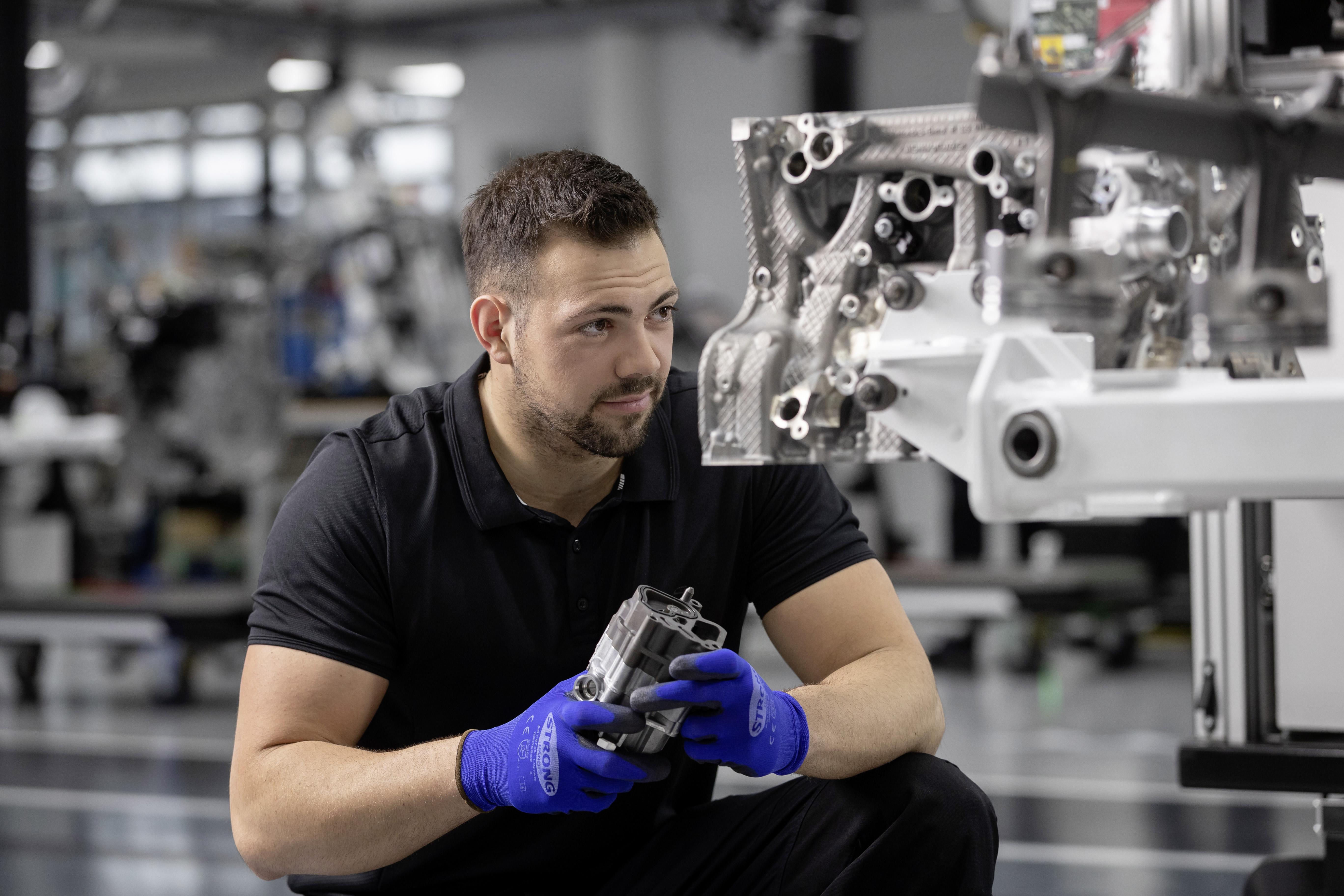 A45 AMG: One Man One Engine