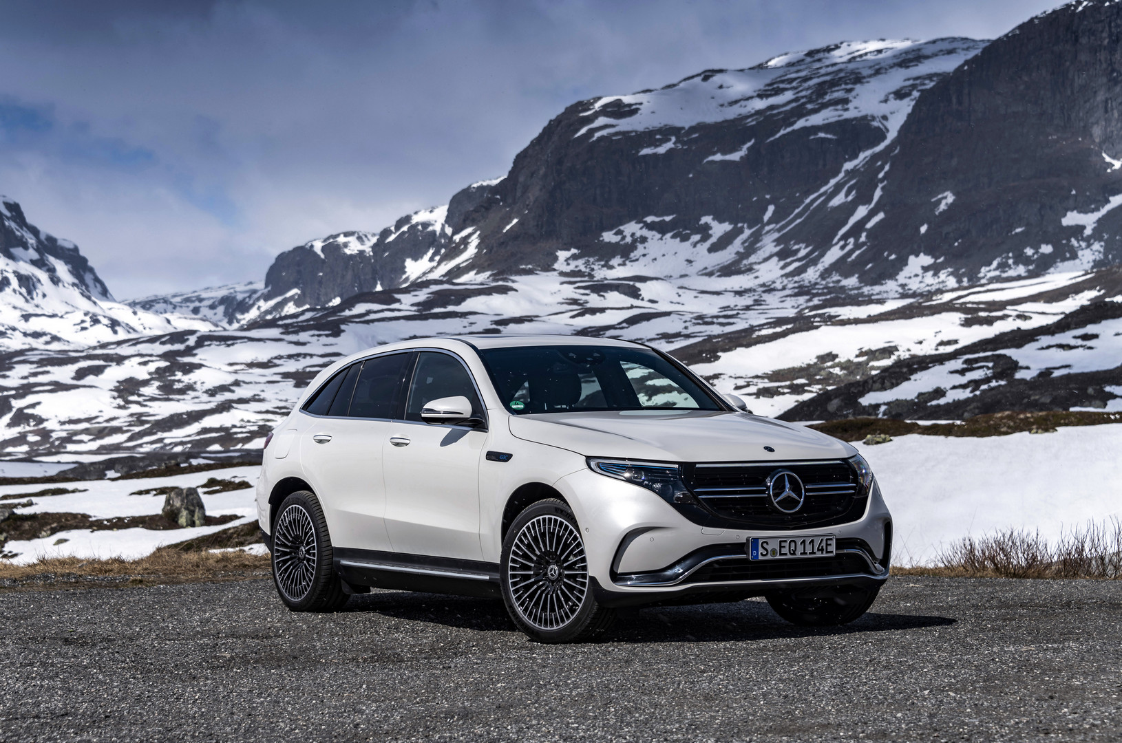 Diamond White Mercedes-Benz EQC 400