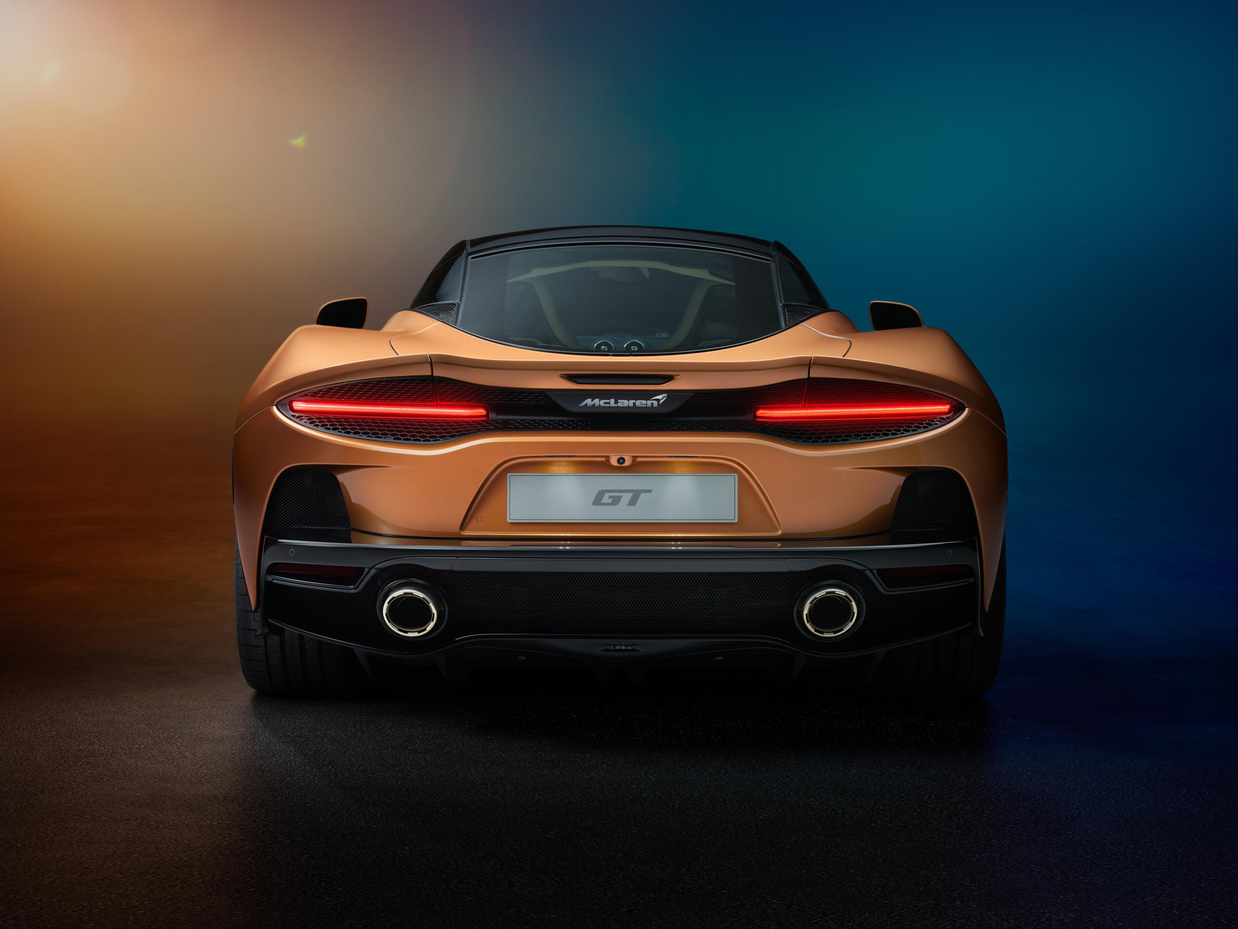McLaren GT Rear View, Tailpipes