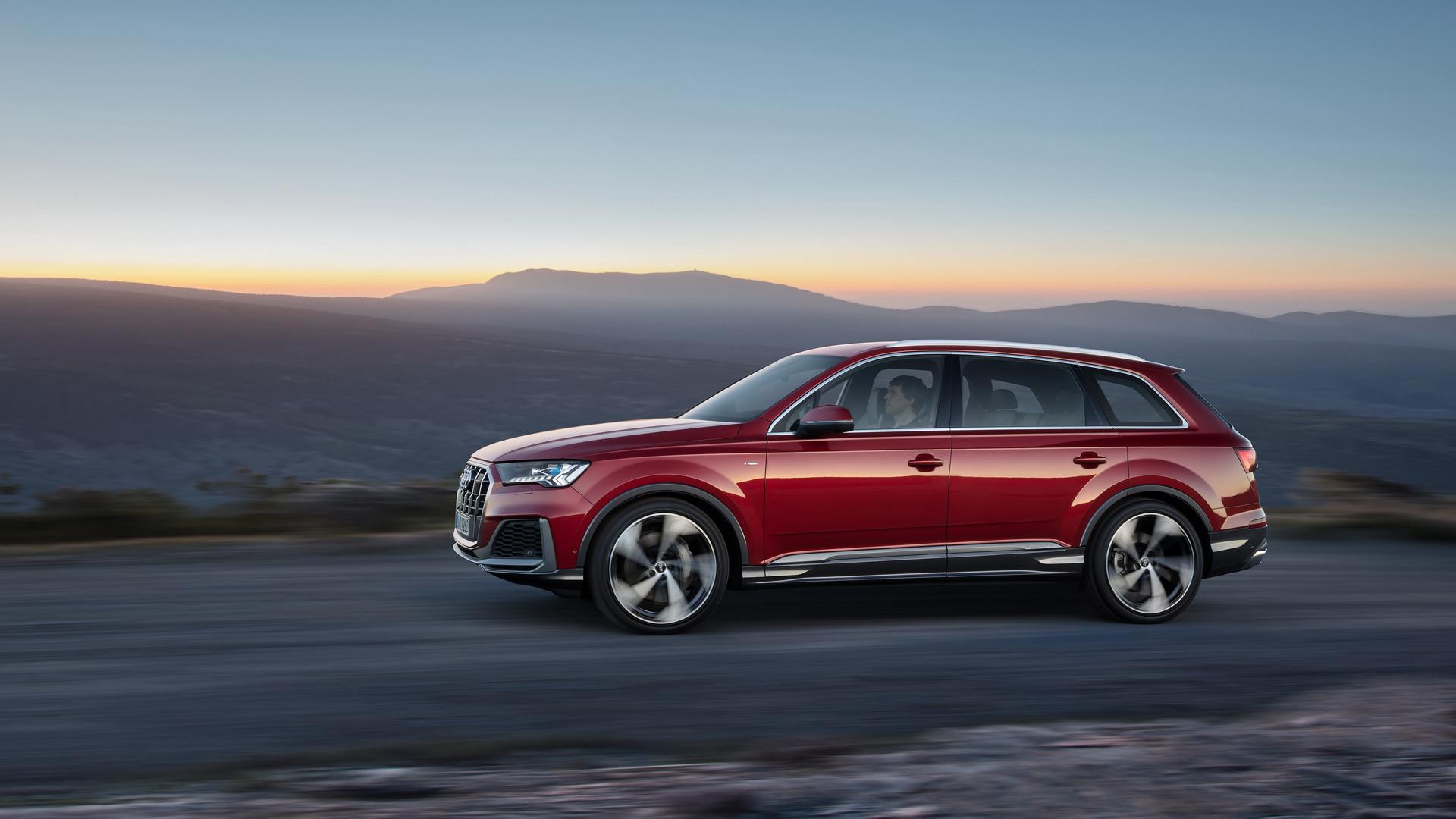 2020 Audi Q7 Side View