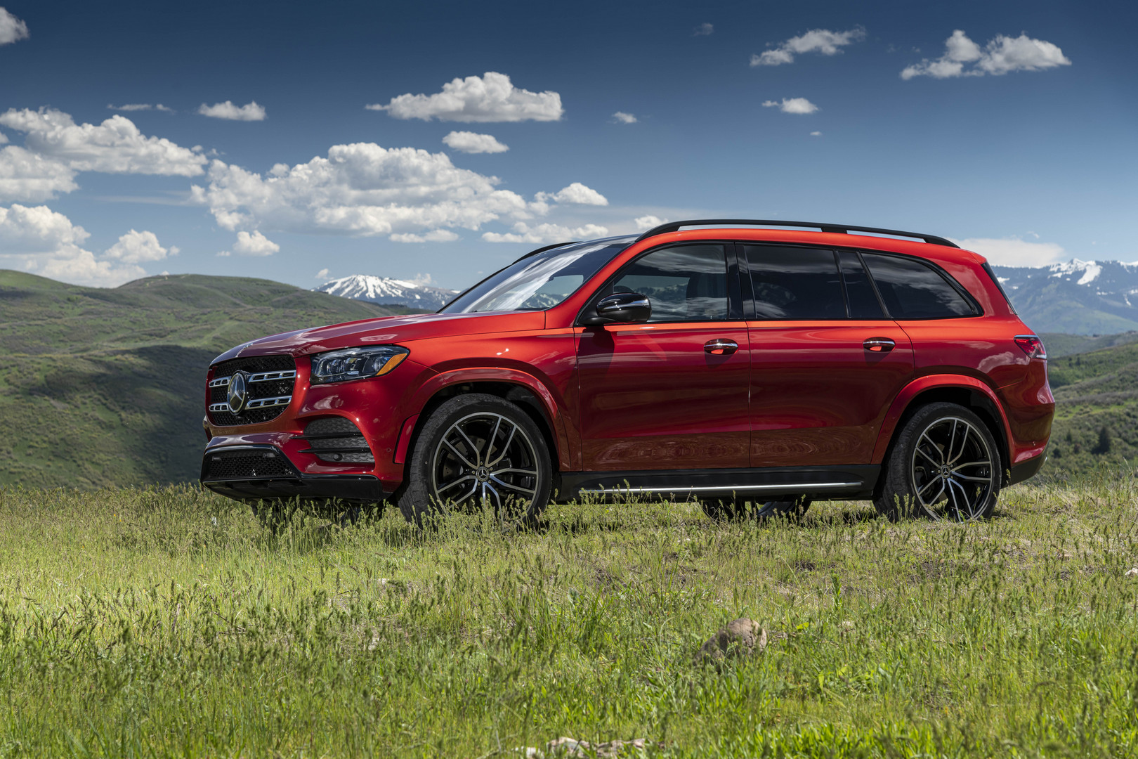 Red Mercedes-Benz GLS 580