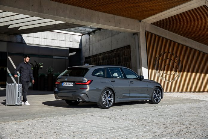 2020 BMW G21 Touring Side View