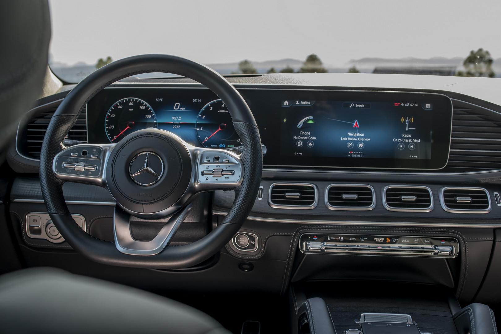 2020 Mercedes-Benz GLS Screens
