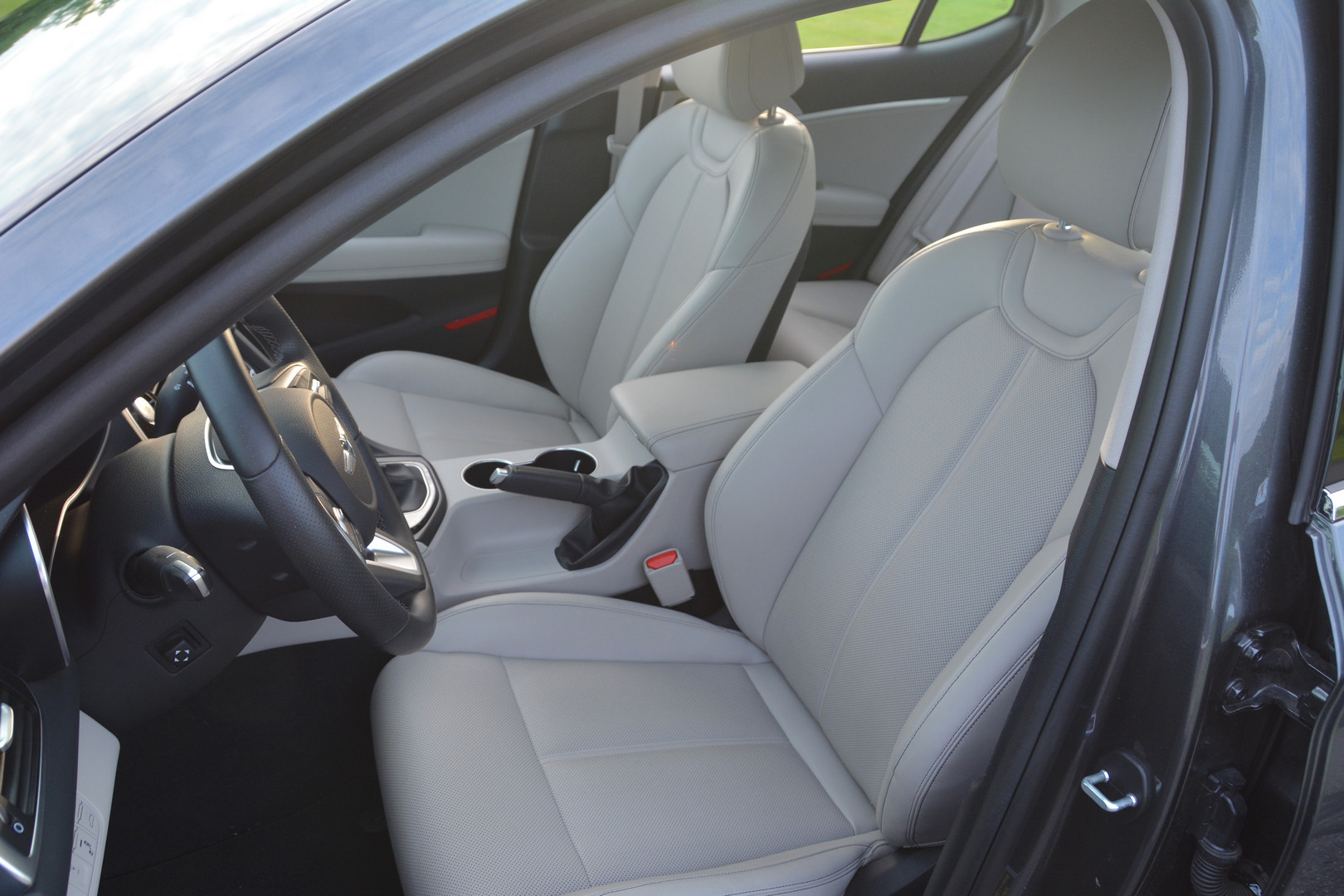 2019 Genesis G70 Front Seats