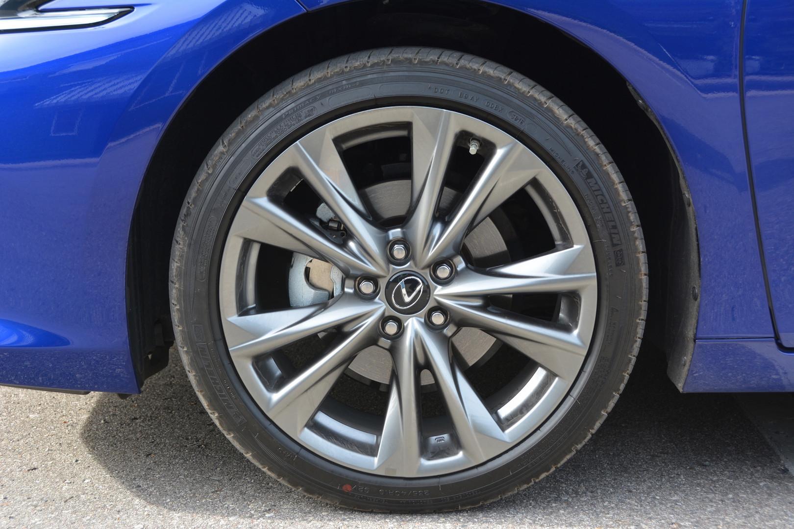 2019 Lexus ES 350 F Sport Wheels