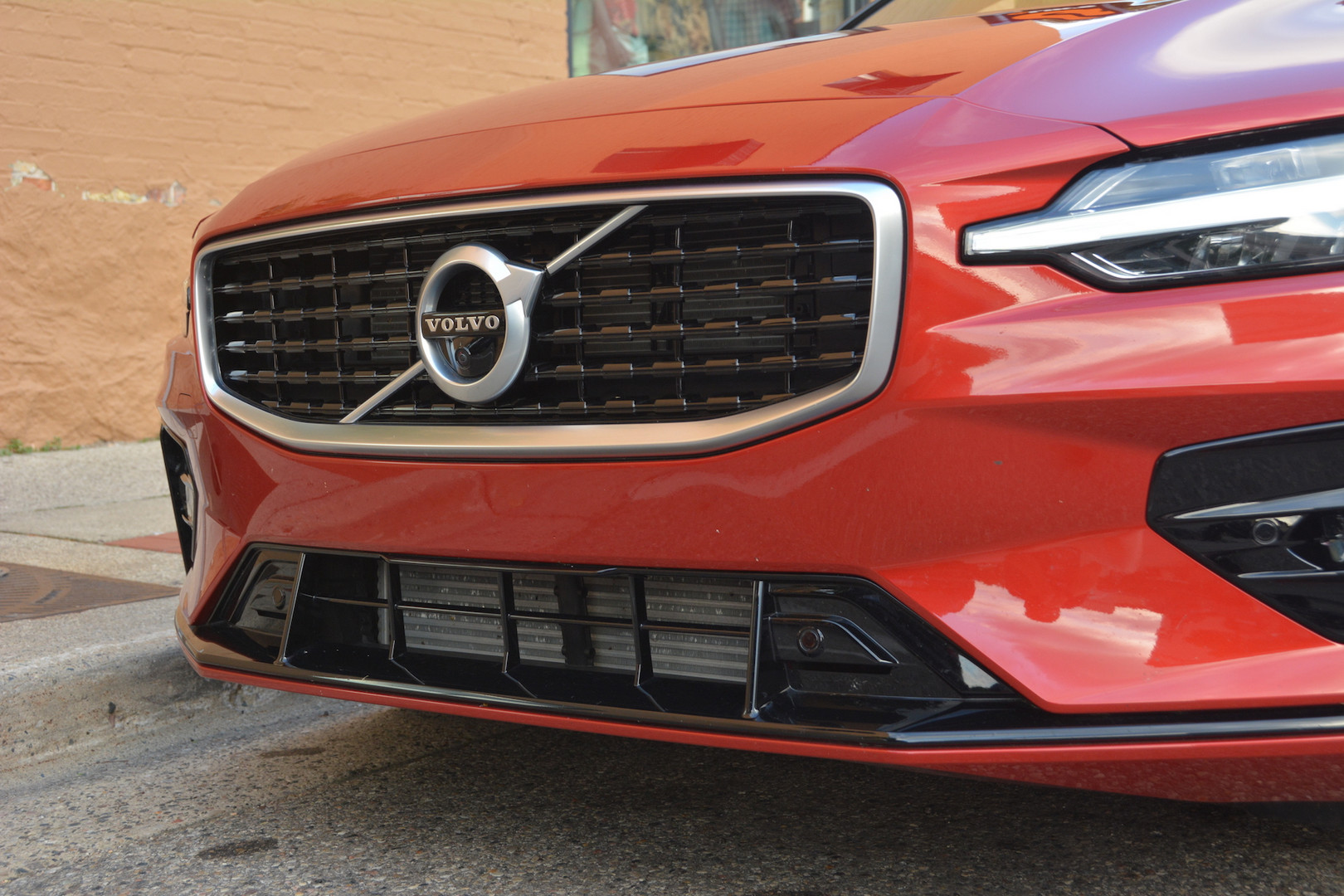 2019 Volvo Grille