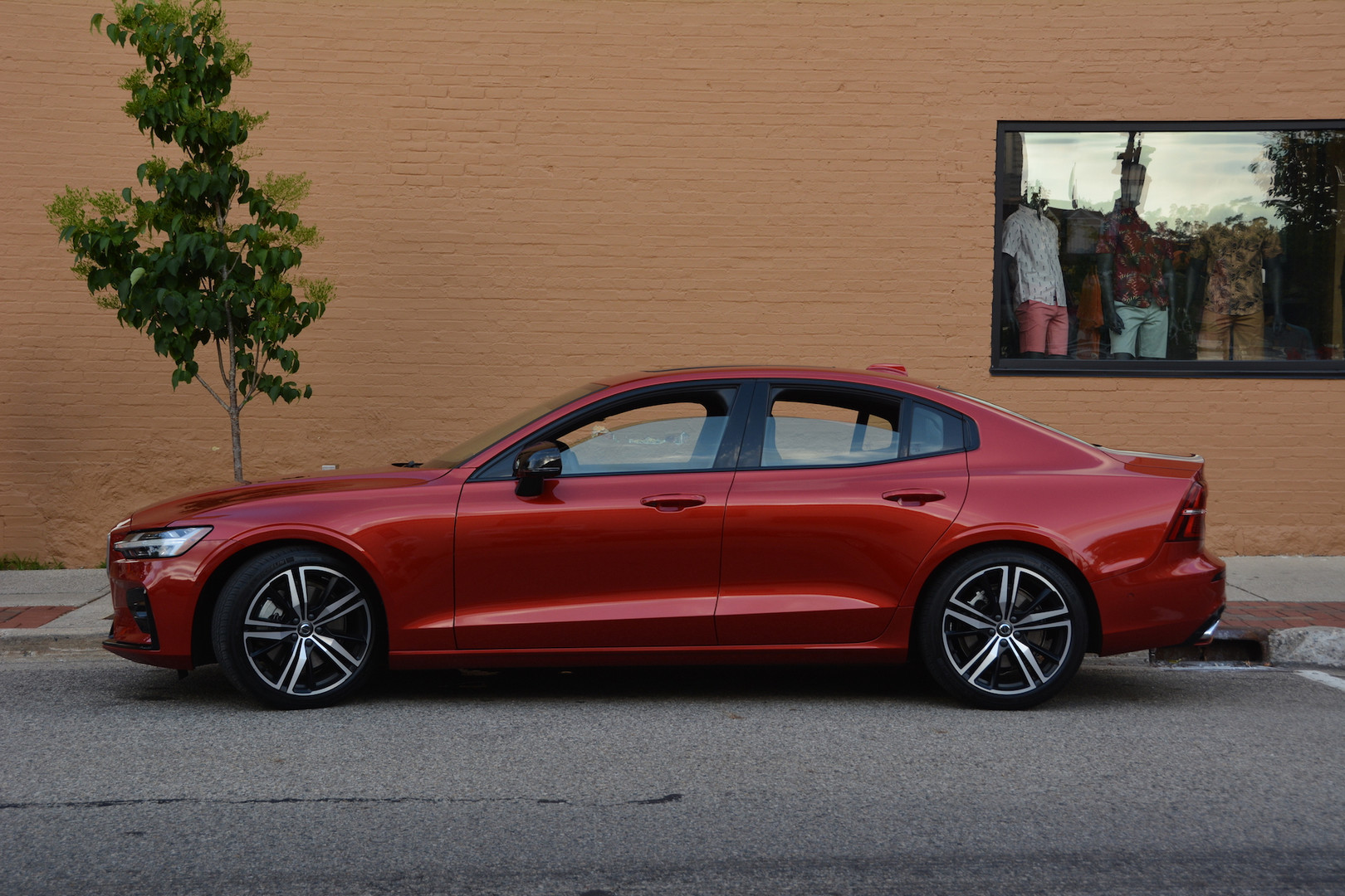 2019 Volvo S60 Side View
