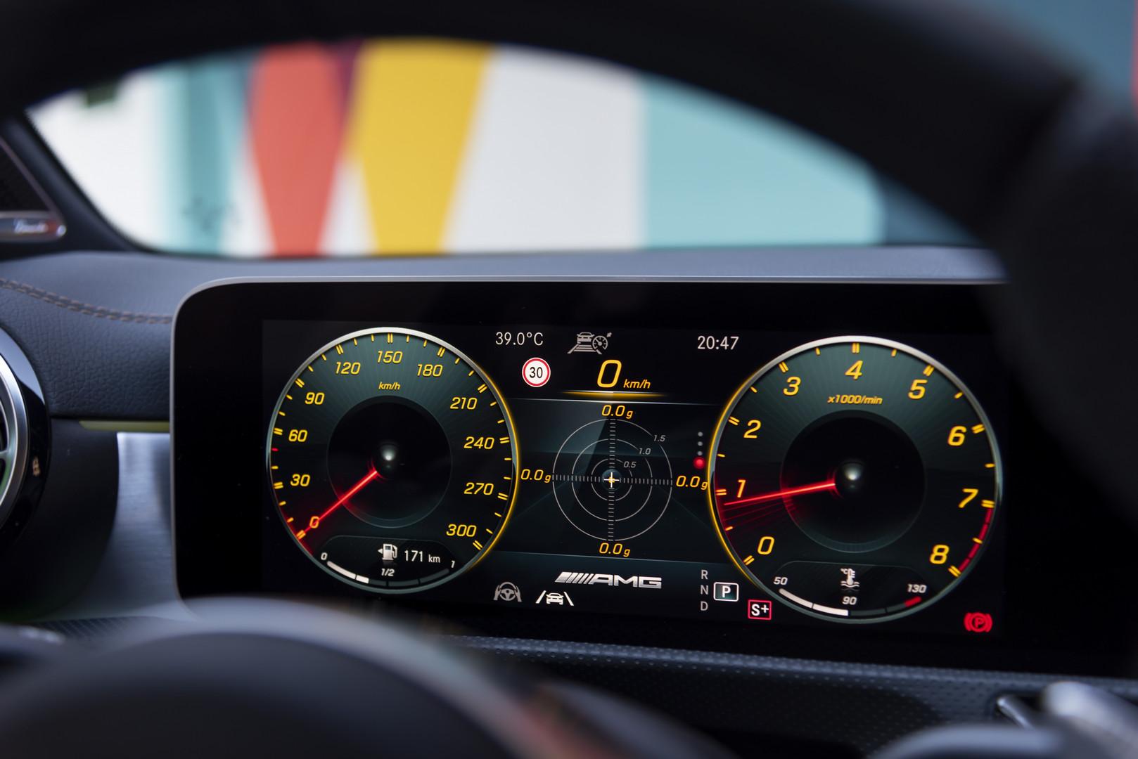 A45 S AMG Screens