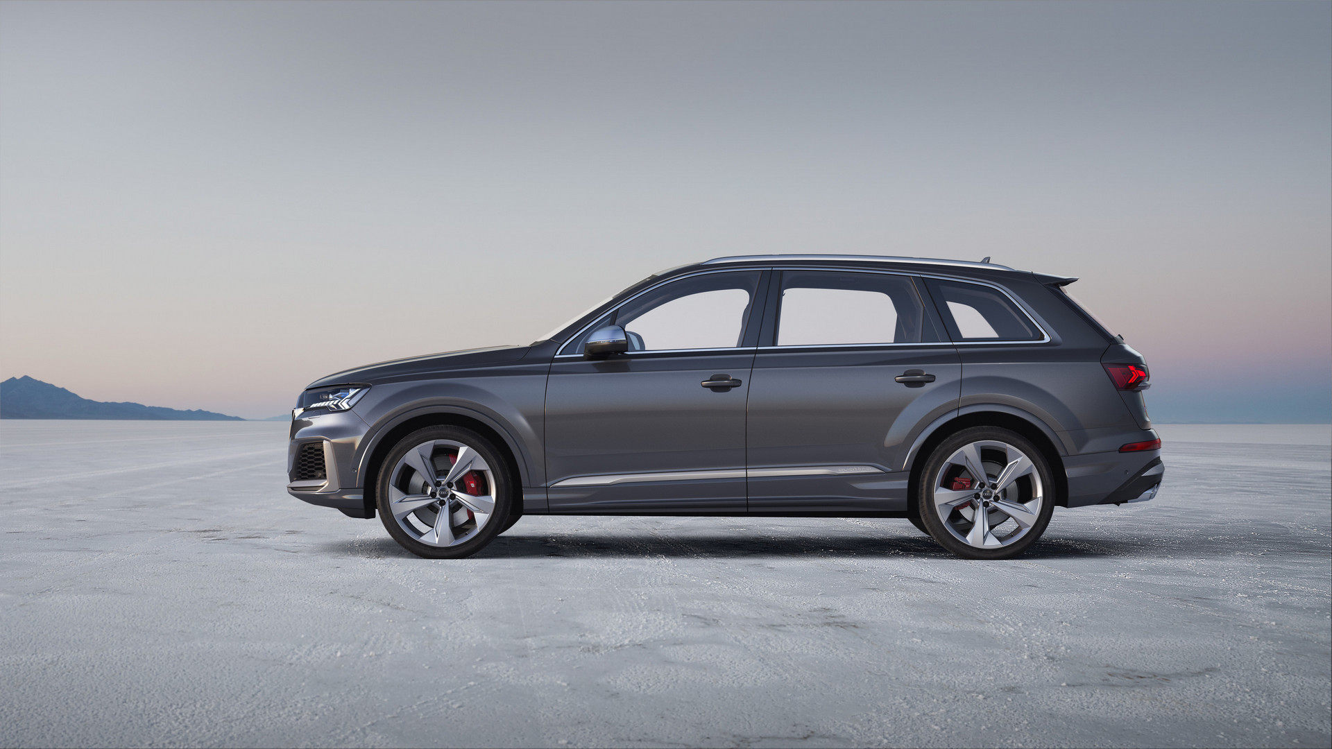 Audi SQ7 TDI Side View