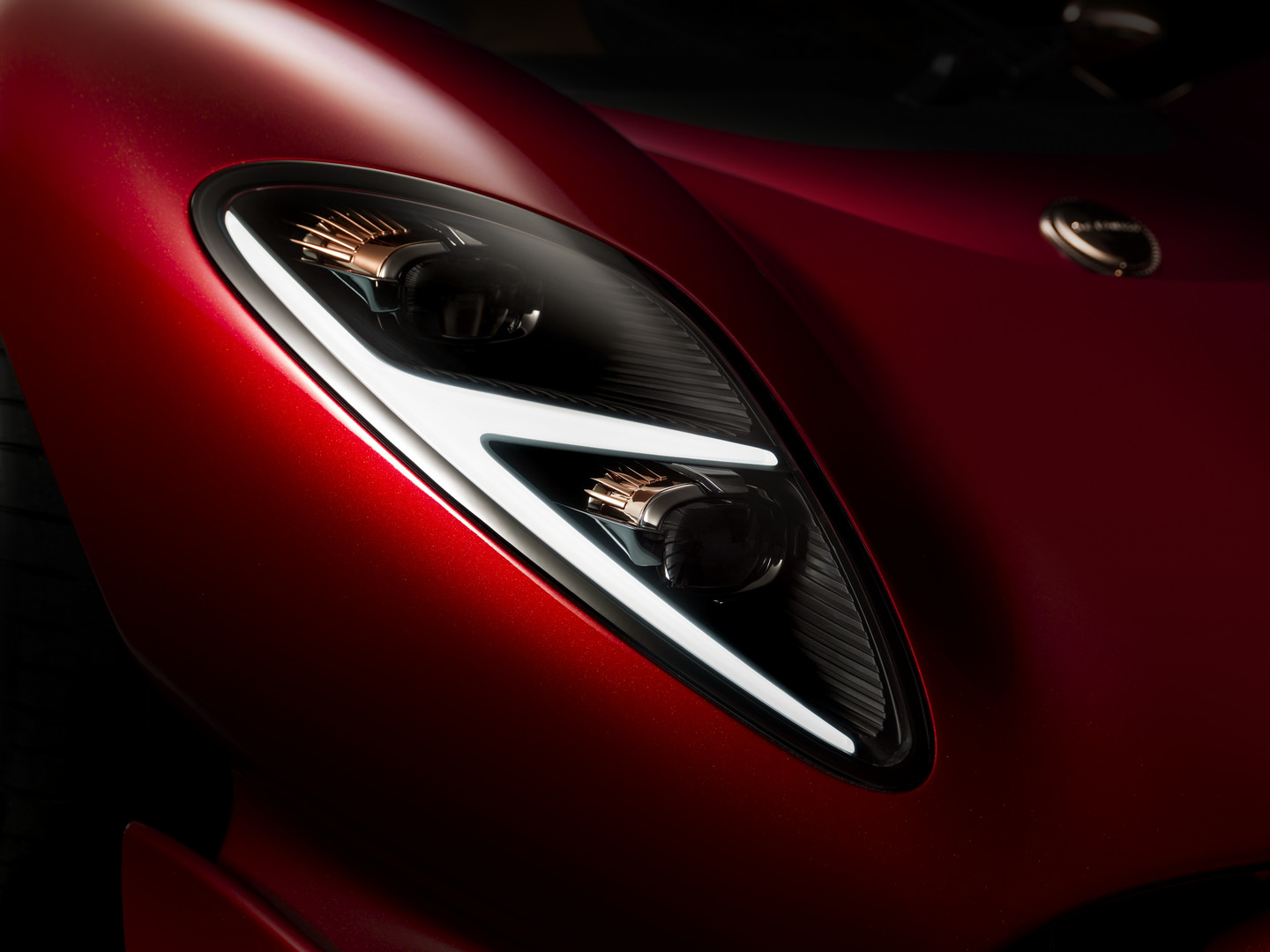 De-Tomaso-P72-Headlight