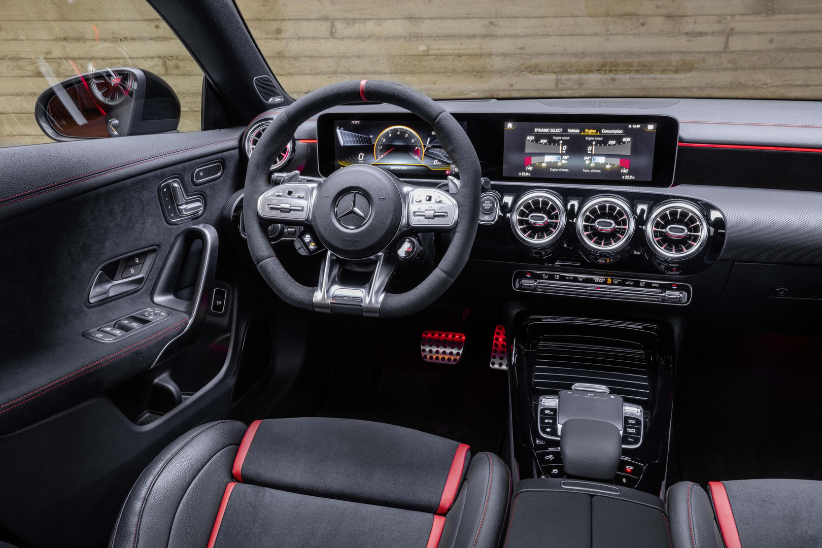 Mercedes-AMG CLA 45 S Shooting Brake Interior