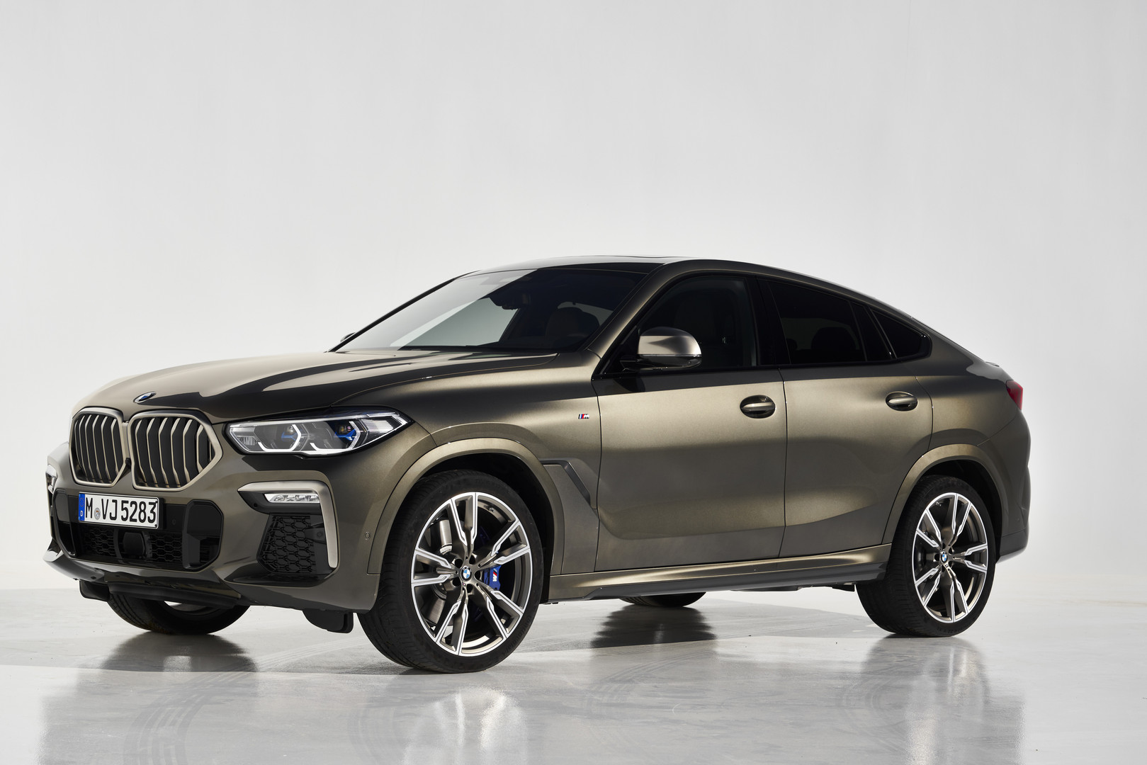 2020 BMW X6 M50i Side View