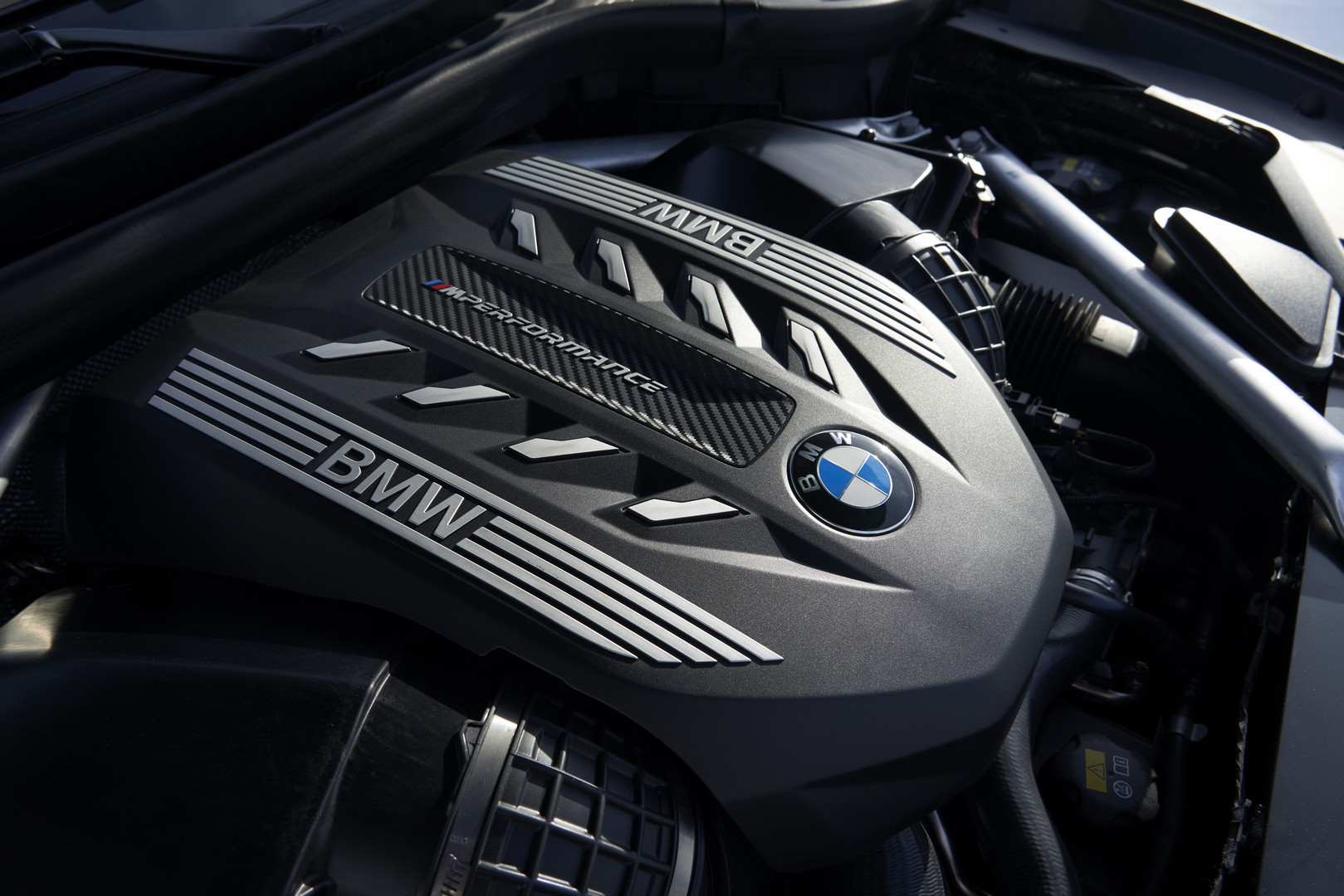 BMW X6 M50i Engine