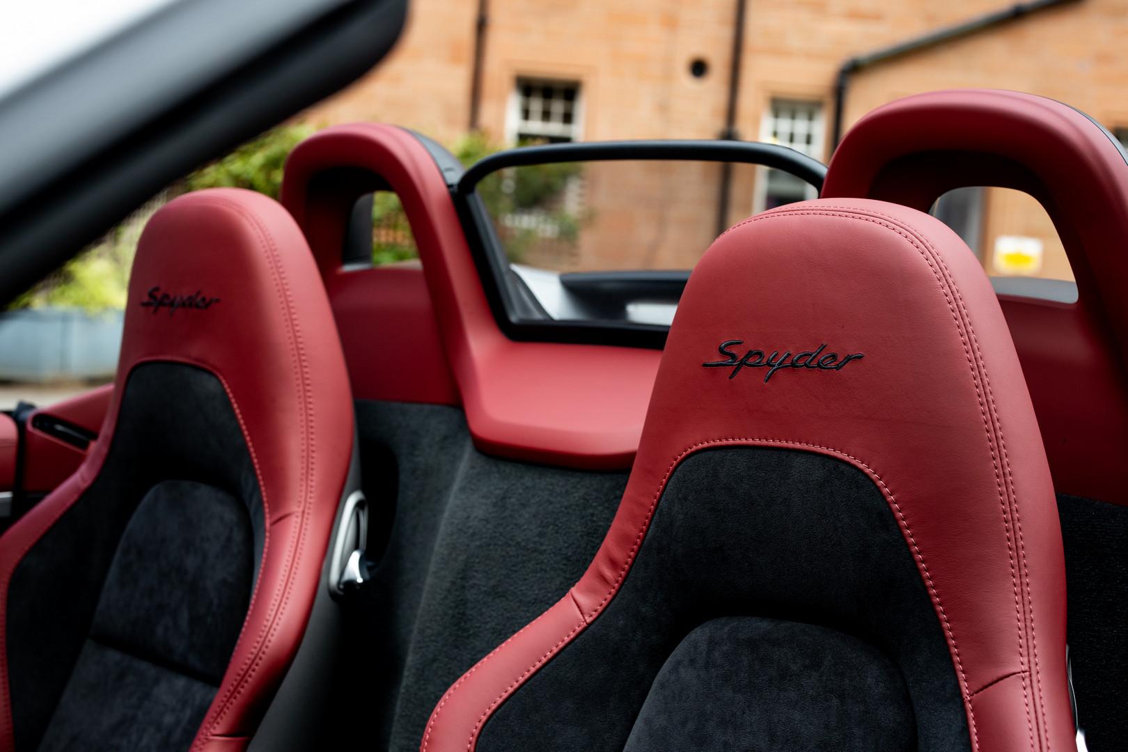Porsche 718 Spyder Seats