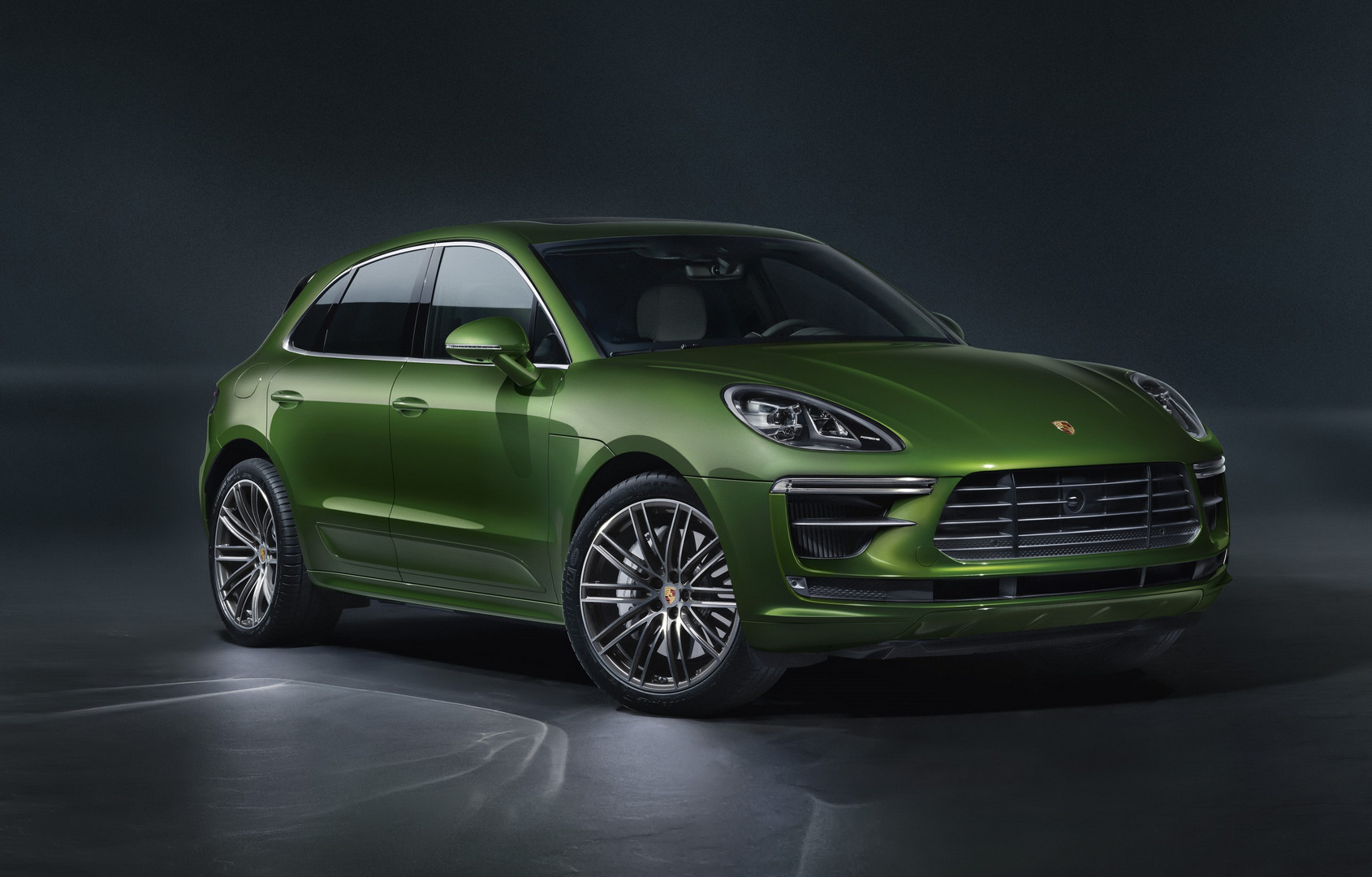 2020 Porsche Macan Turbo Revealed with 440hp