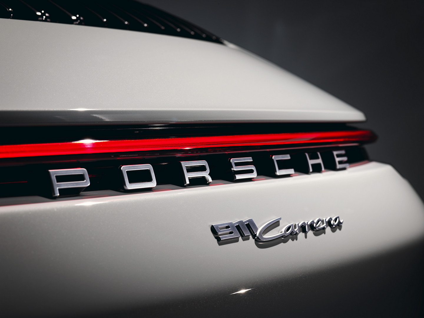 911 Carrera Badge
