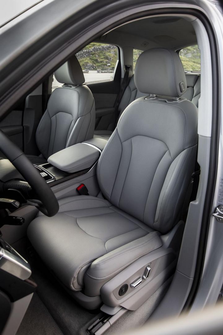Audi Q7 Seats