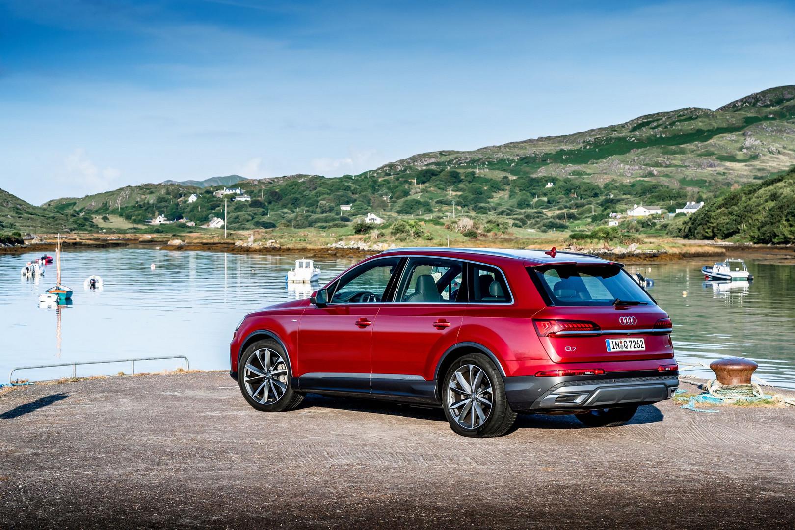 Red Audi Q7